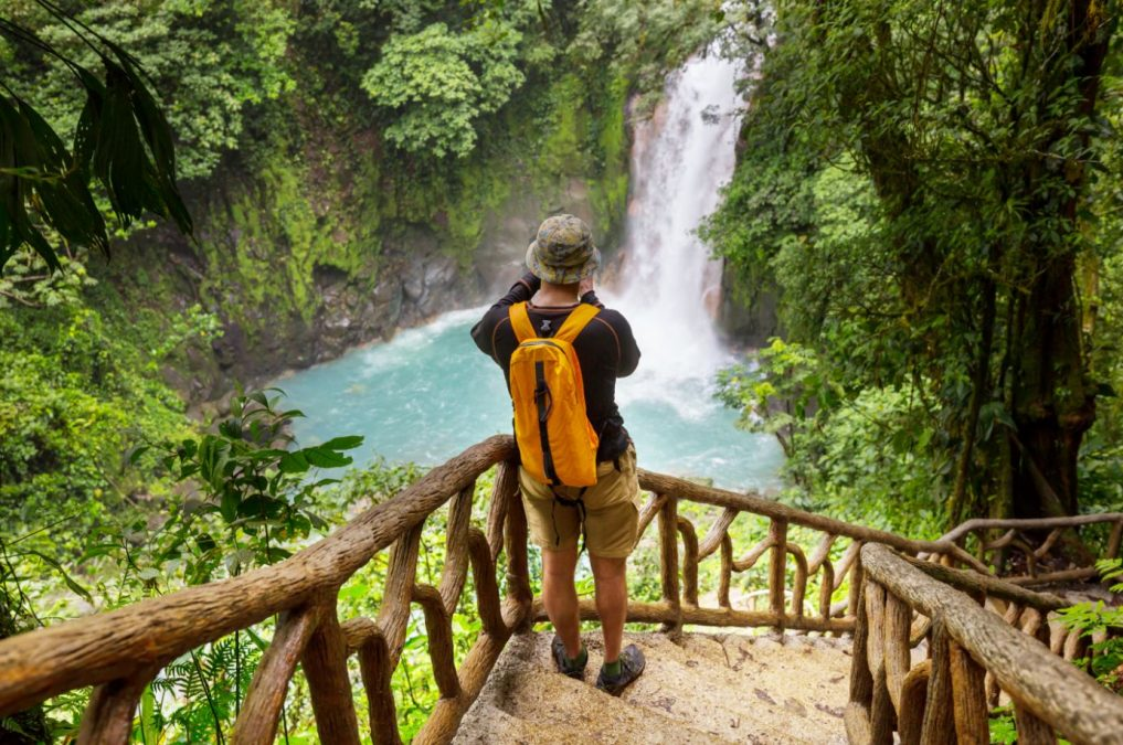 DISTINCTIVE DESTINATIONS – LIVING IN COSTA RICA