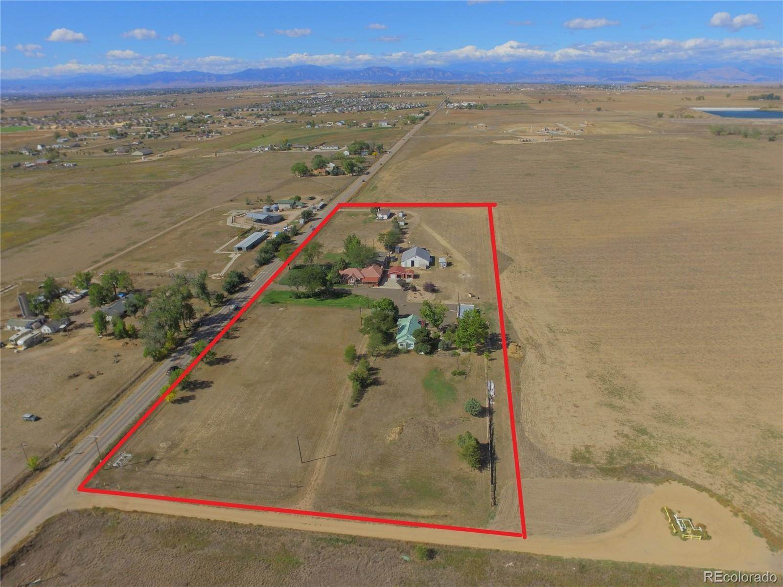 Single Family Homes pour l Vente à 5895 County Road 2 Brighton, Colorado 80603 États-Unis