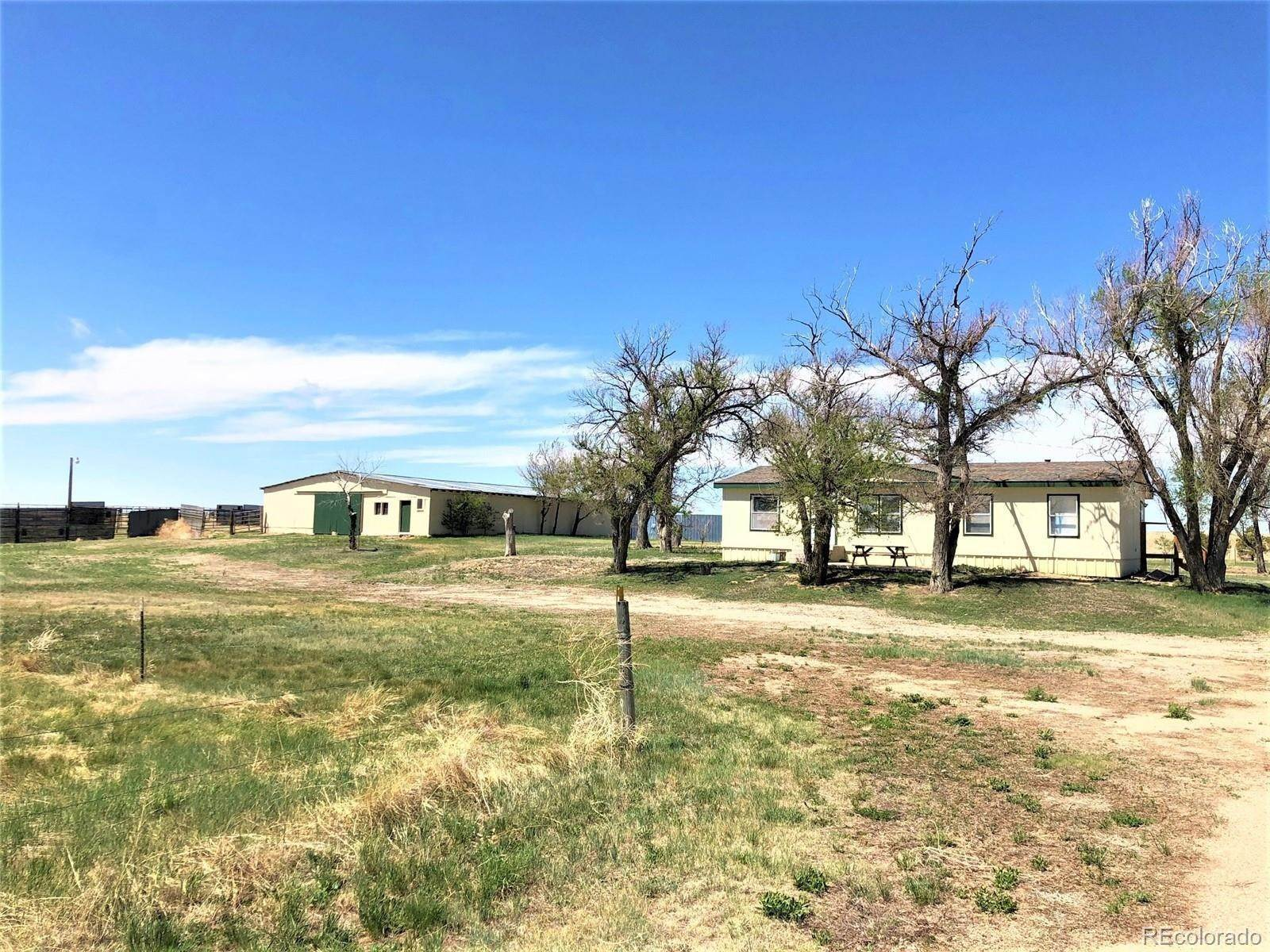 Single Family Homes pour l Vente à 16435 County Road 197 Limon, Colorado 80828 États-Unis