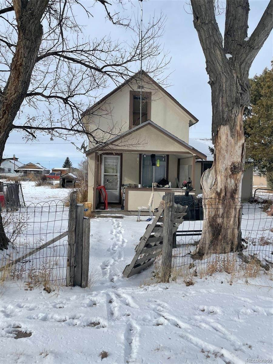 Single Family Homes pour l Vente à 210 Main Street Gênes, Colorado 80818 États-Unis