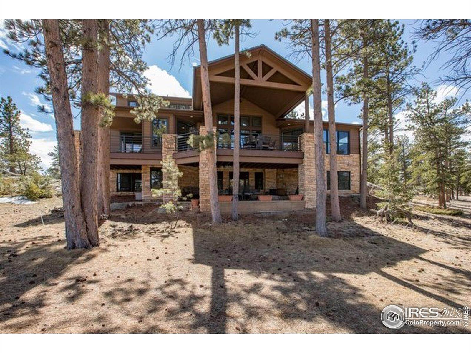 Single Family Homes pour l Vente à 1927 Fox Acres Drive Red Feather Lakes, Colorado 80545 États-Unis
