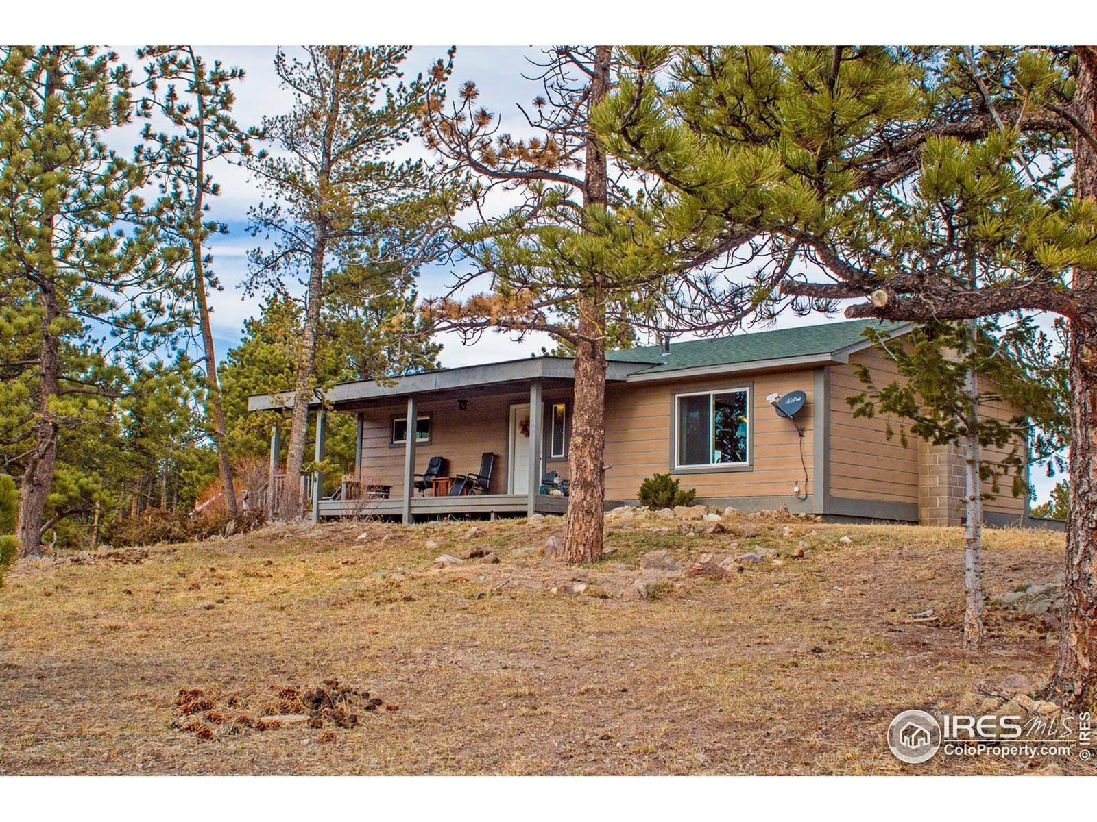 Single Family Homes pour l Vente à 2451 Phantom Ranch Road Red Feather Lakes, Colorado 80545 États-Unis