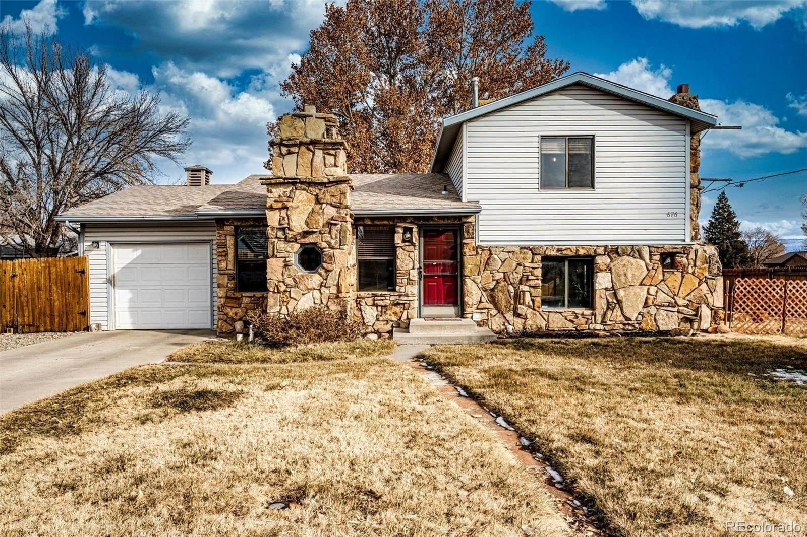 Single Family Homes pour l Vente à 676 Ladore Street Grand Junction, Colorado 81504 États-Unis