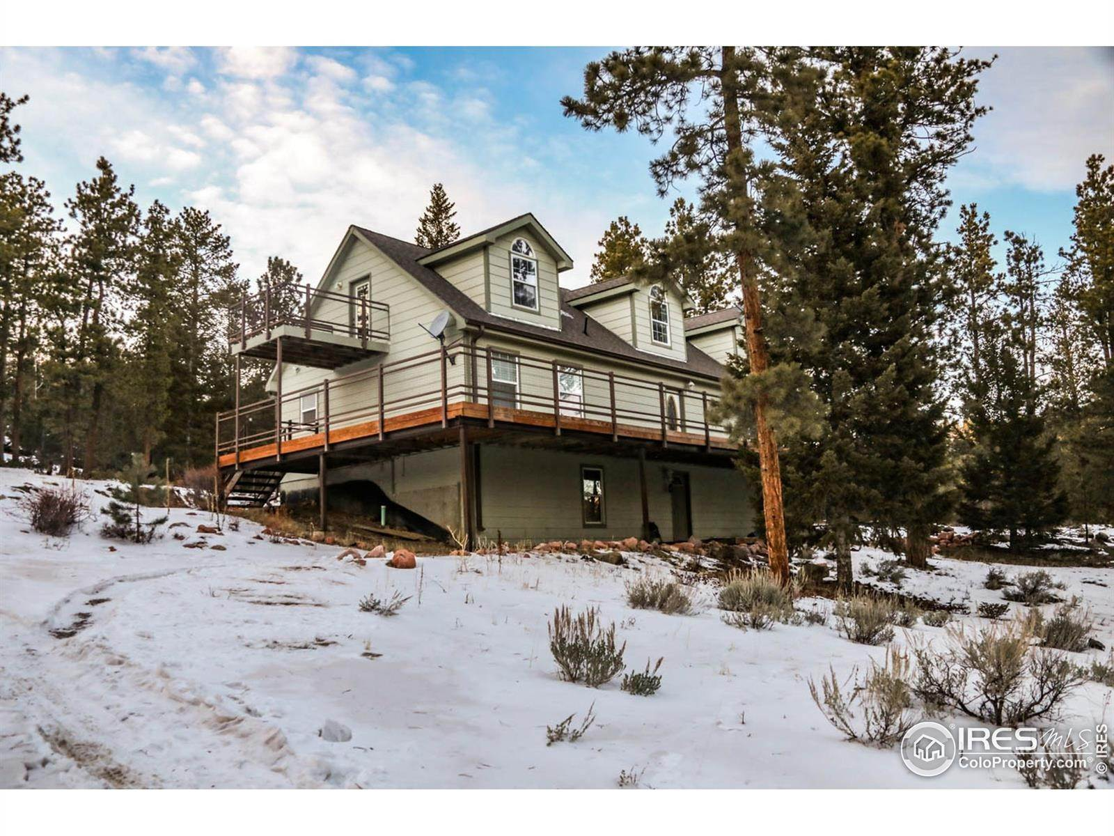 Single Family Homes pour l Vente à 106 Beartrap Road Red Feather Lakes, Colorado 80545 États-Unis