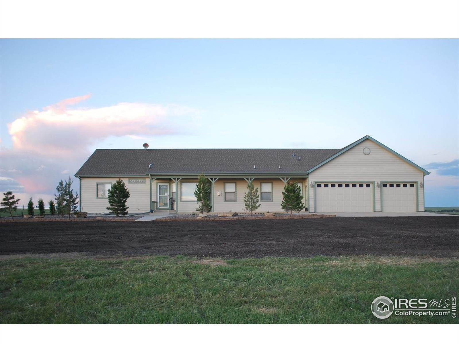 Single Family Homes pour l Vente à 37670 County Road 69 Briggsdale, Colorado 80611 États-Unis