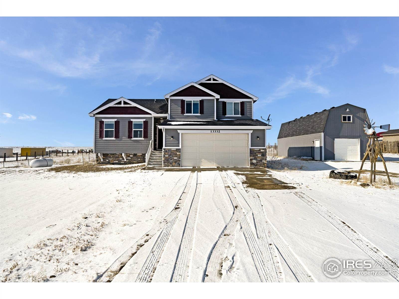 Single Family Homes pour l Vente à 13332 County Road 88 Pierce, Colorado 80650 États-Unis