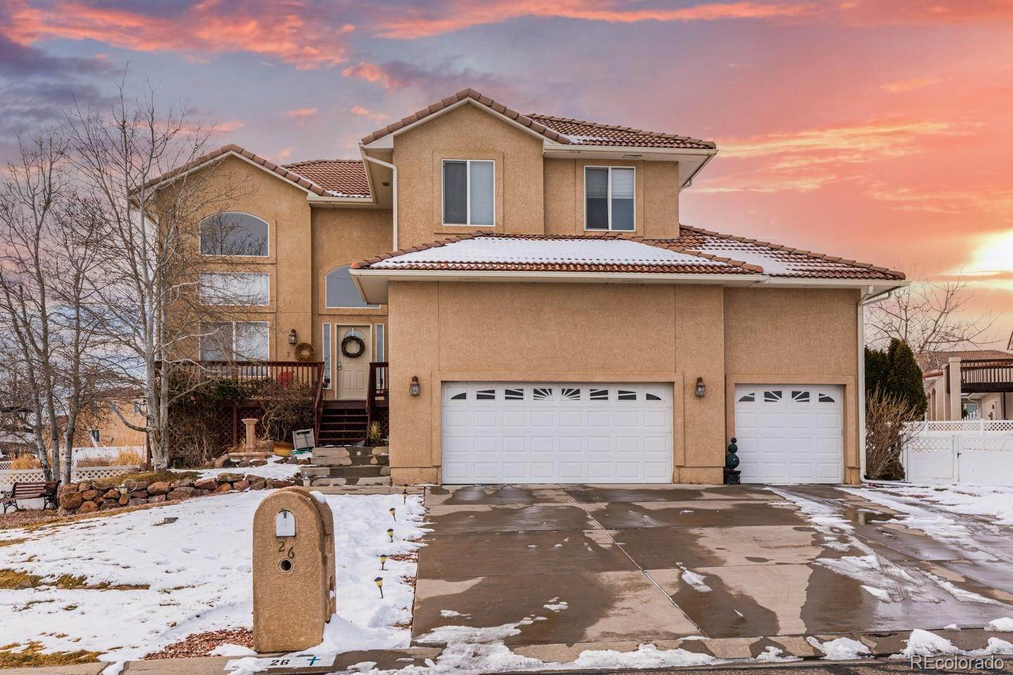 Single Family Homes por un Venta en 26 Tierra Casa Drive Pueblo, Colorado 81005 Estados Unidos