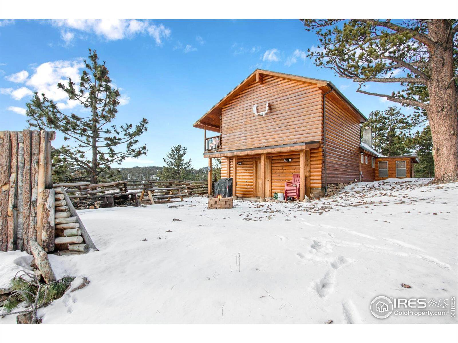 Single Family Homes pour l Vente à 189 N County Road 73C Red Feather Lakes, Colorado 80545 États-Unis