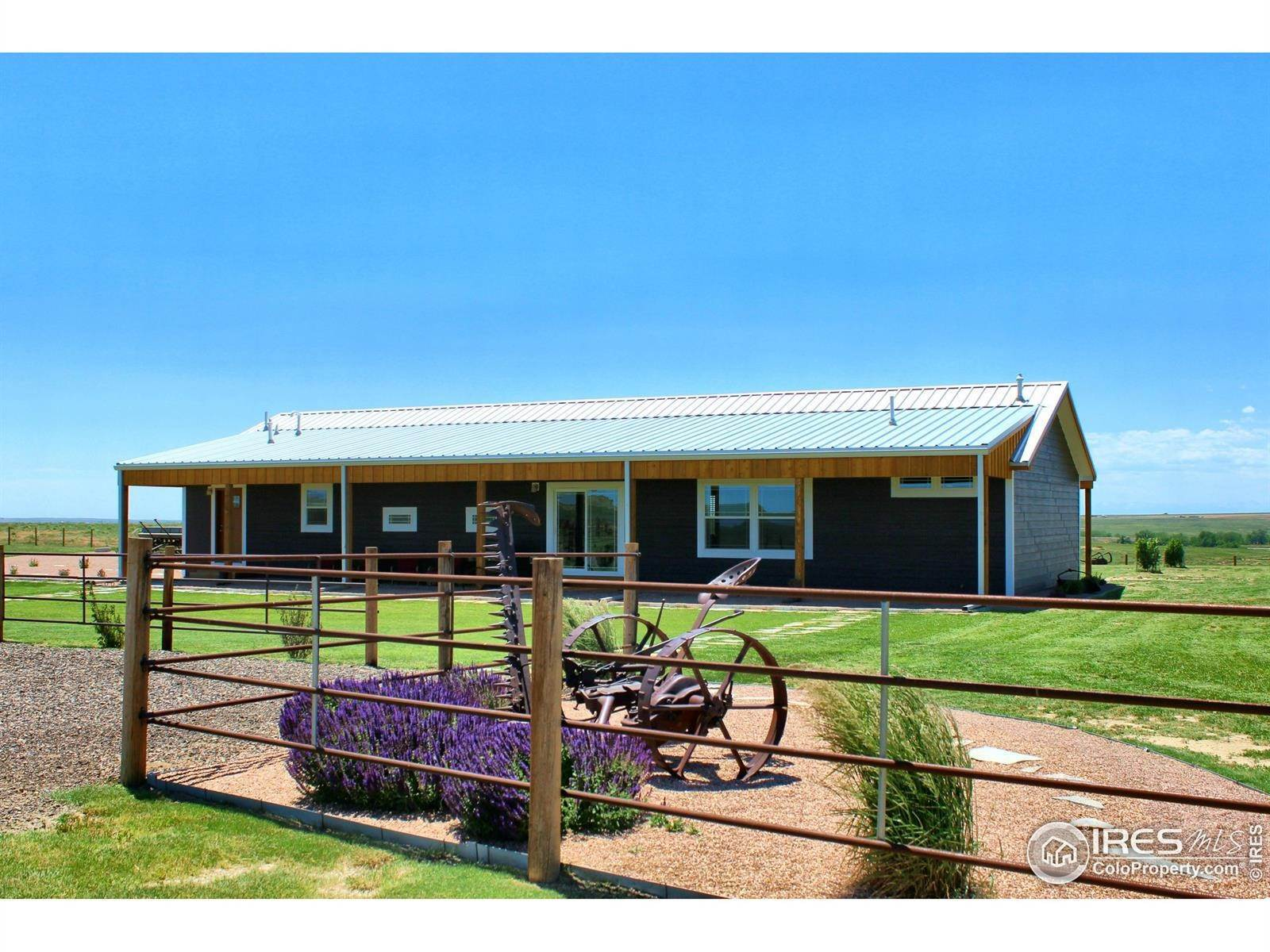 Single Family Homes pour l Vente à 46010 County Road 77 Briggsdale, Colorado 80611 États-Unis