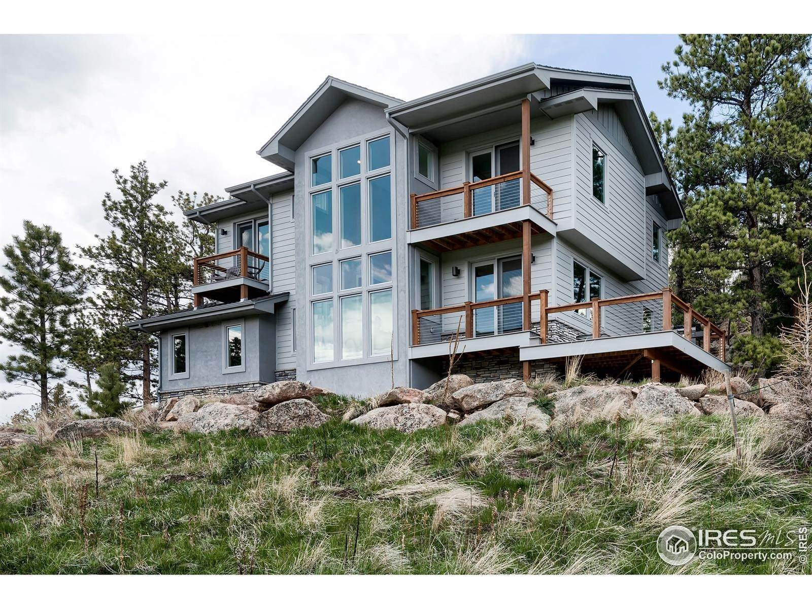 Single Family Homes pour l Vente à 285 Fox Acres Drive Red Feather Lakes, Colorado 80545 États-Unis