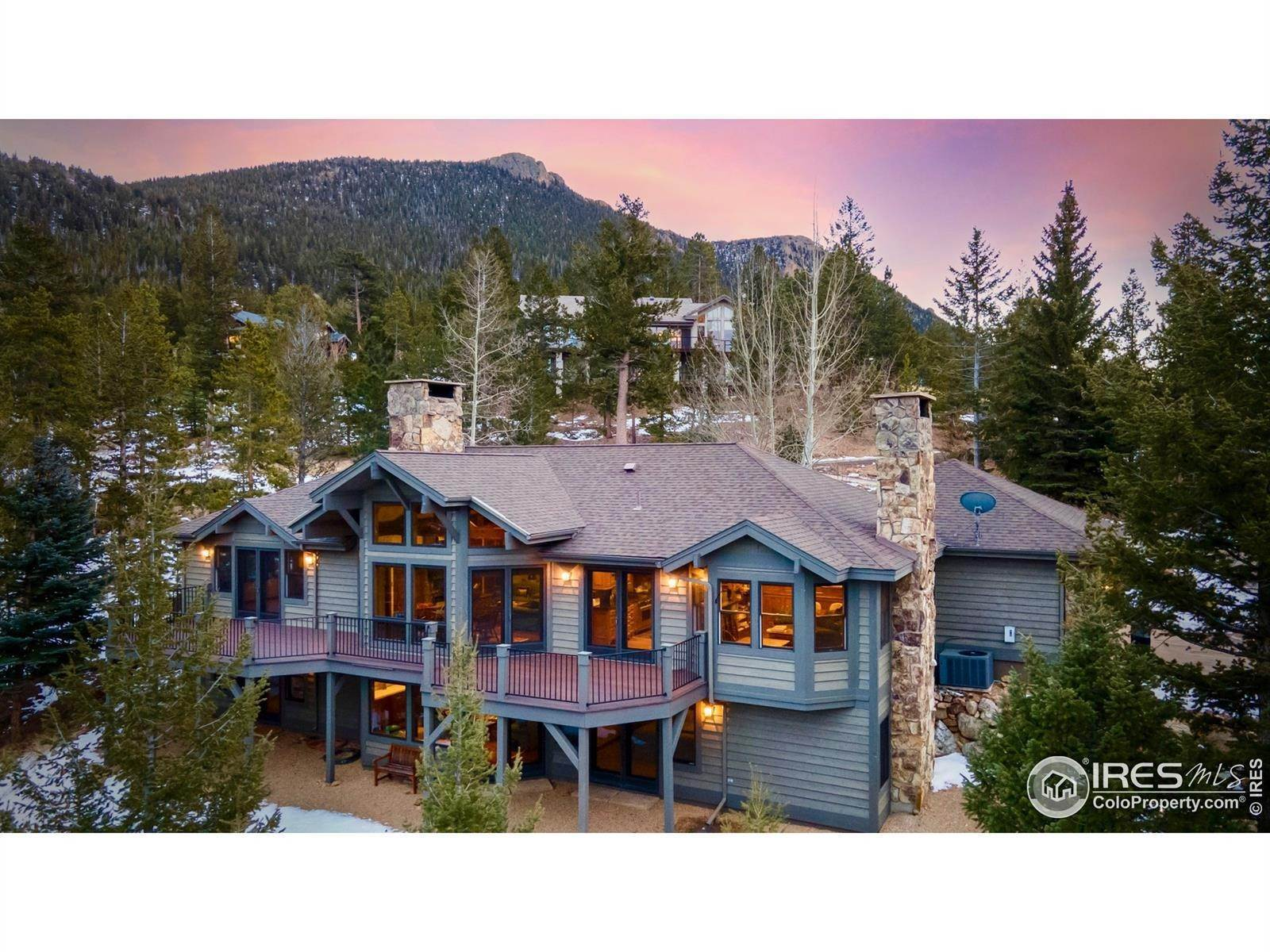 Single Family Homes por un Venta en 3421 Eaglecliff Drive Estes Park, Colorado 80517 Estados Unidos