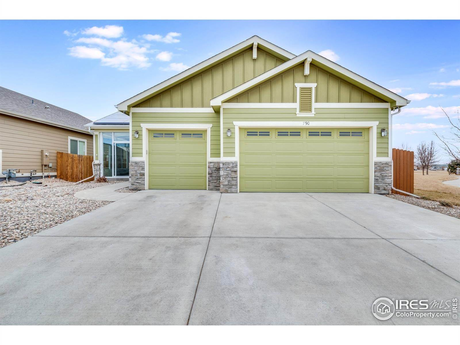 Single Family Homes pour l Vente à 790 Village Drive Milliken, Colorado 80543 États-Unis