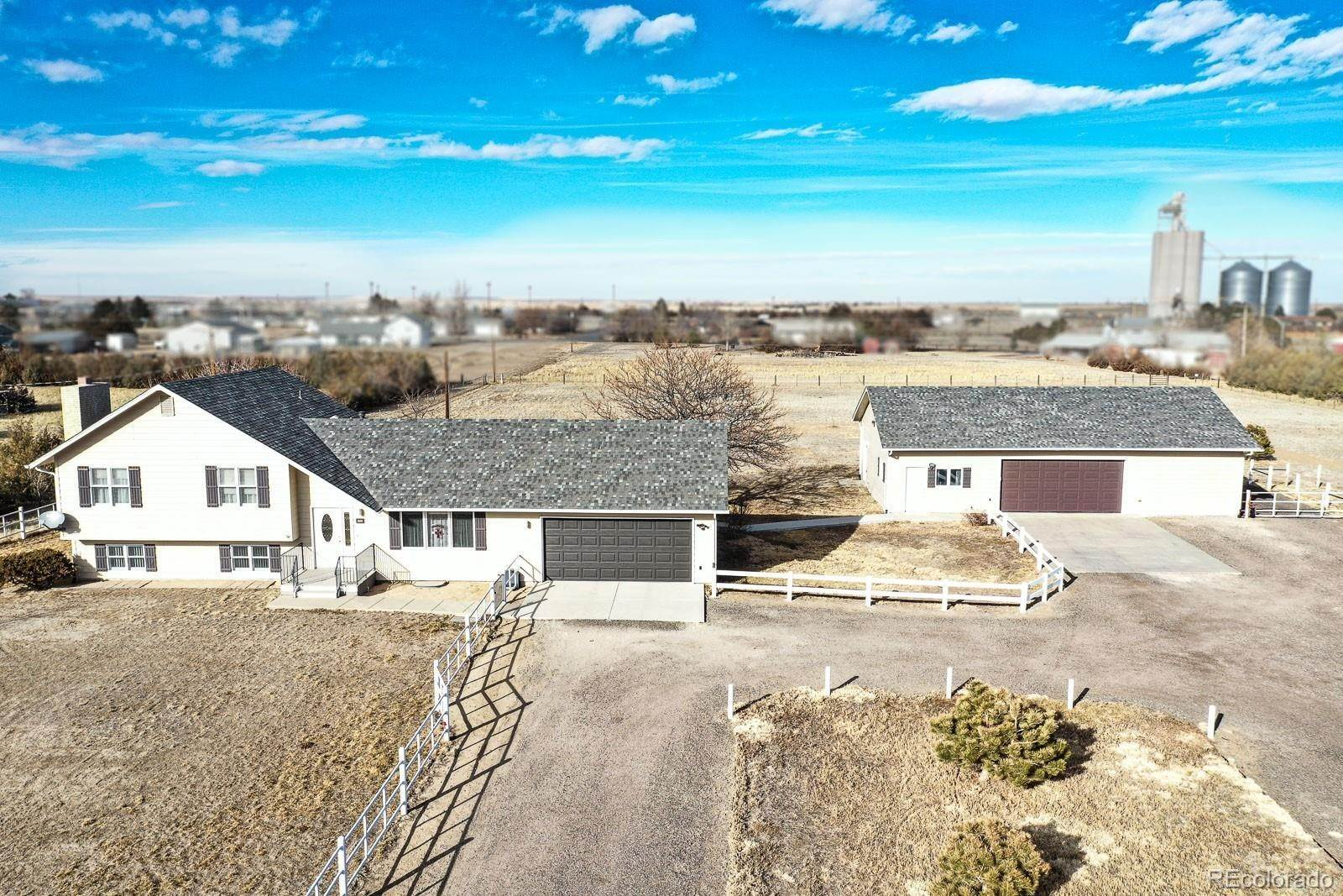 Single Family Homes pour l Vente à 623 E Bate Avenue Byers, Colorado 80103 États-Unis