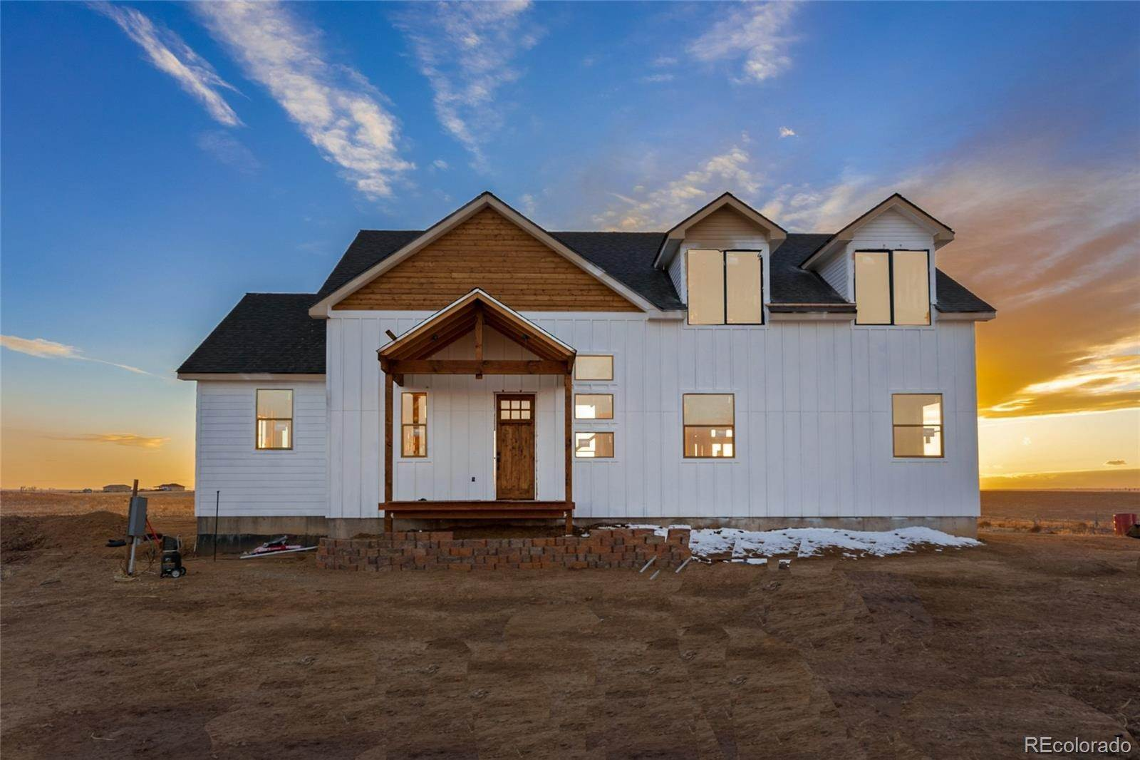 Single Family Homes por un Venta en 59673 E Powers Place Strasburg, Colorado 80136 Estados Unidos