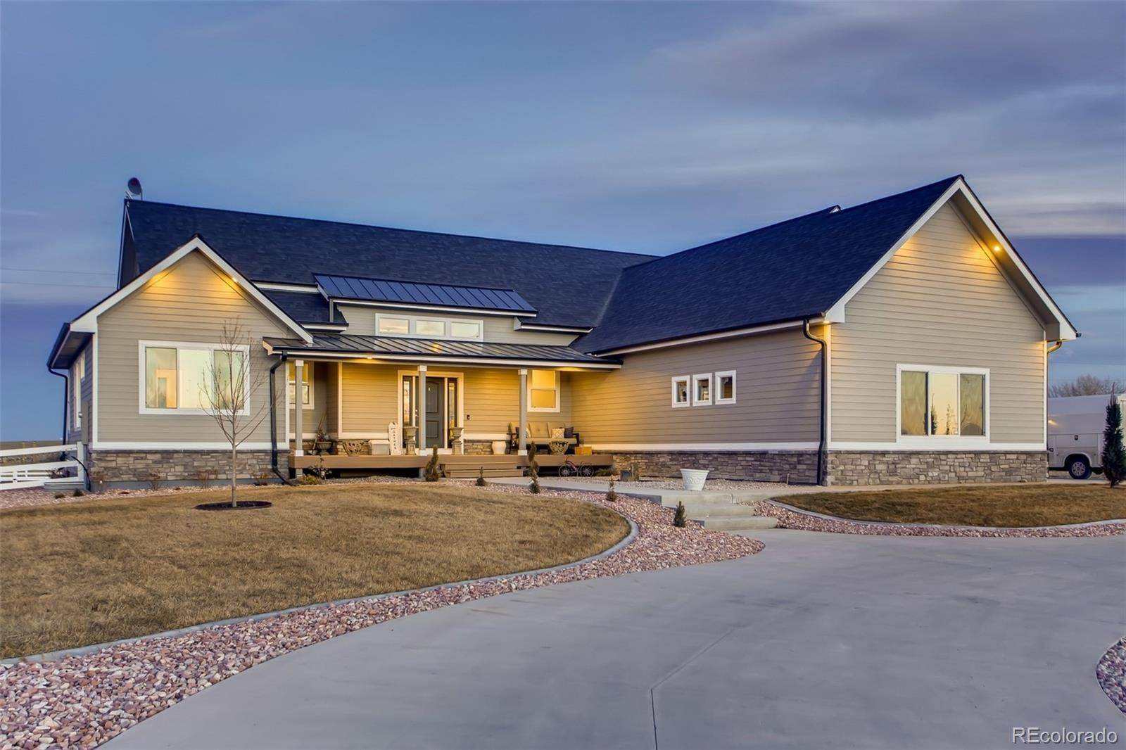 Single Family Homes pour l Vente à 9440 Meadow Farms Drive Milliken, Colorado 80543 États-Unis