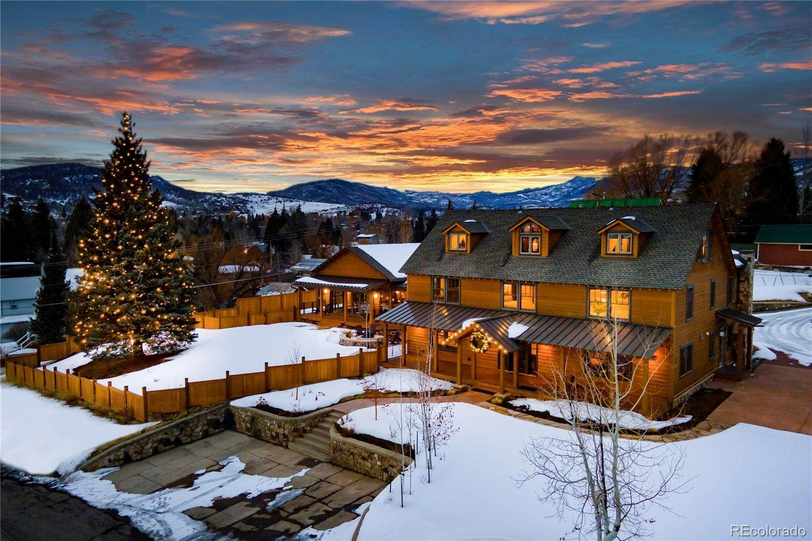 Single Family Homes pour l Vente à 442 and 428 Pine Street Steamboat Springs, Colorado 80487 États-Unis