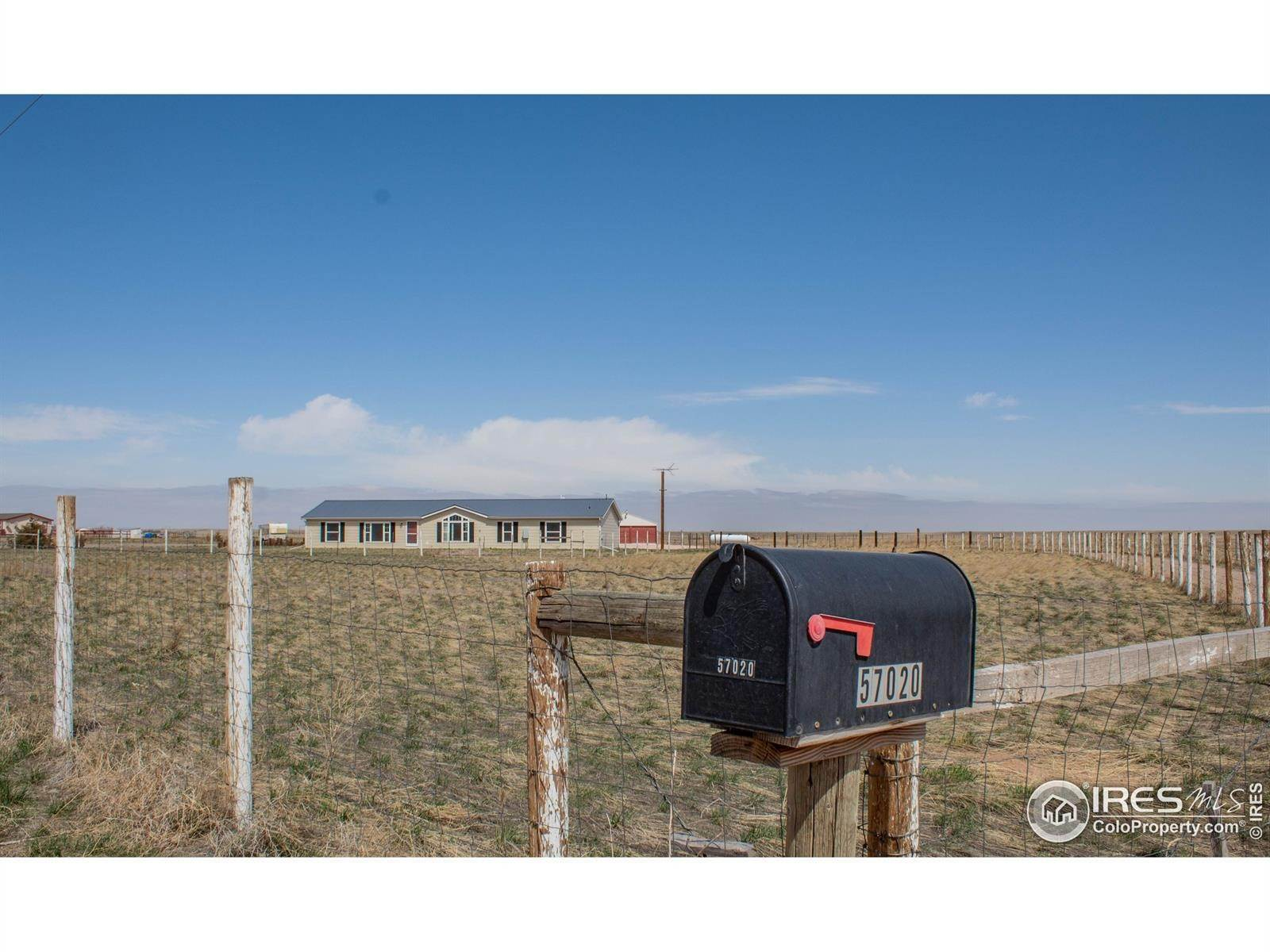 Single Family Homes pour l Vente à 57020 County Road 21 Carr, Colorado 80612 États-Unis