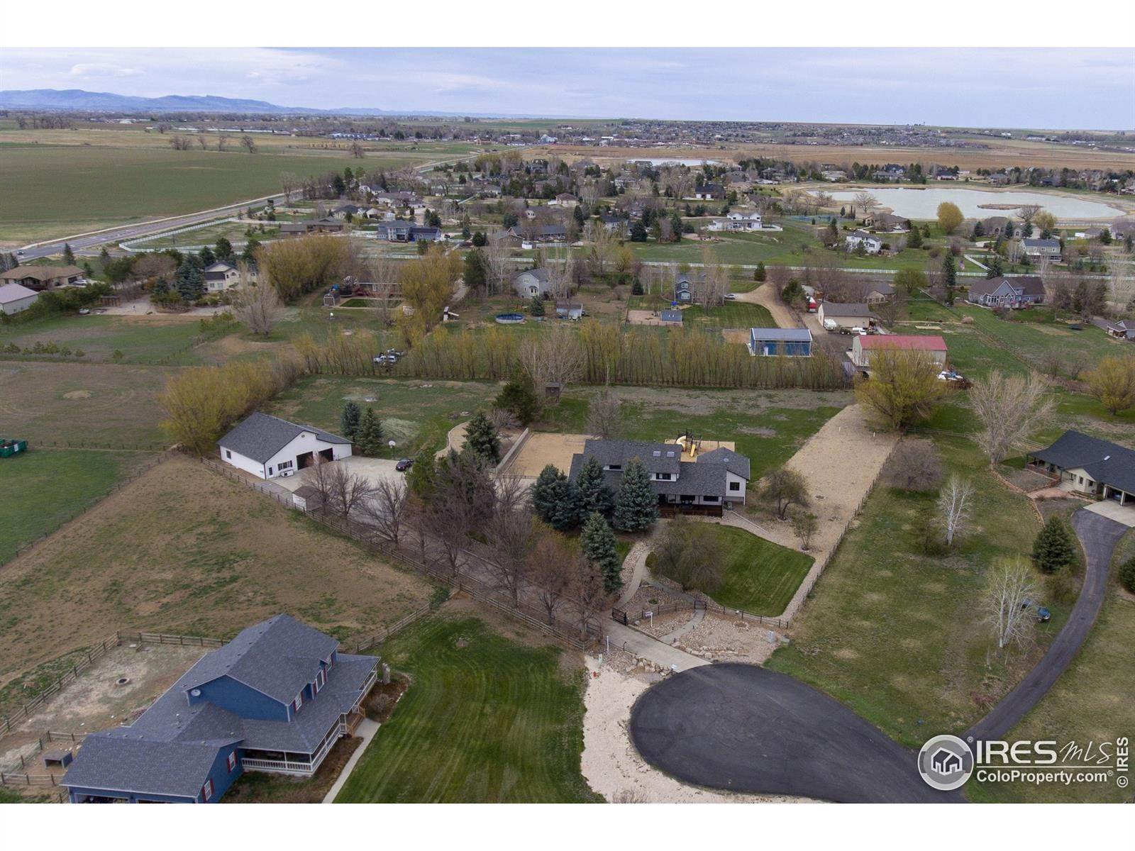 Single Family Homes pour l Vente à 264 Hunters Cove Drive Mead, Colorado 80542 États-Unis