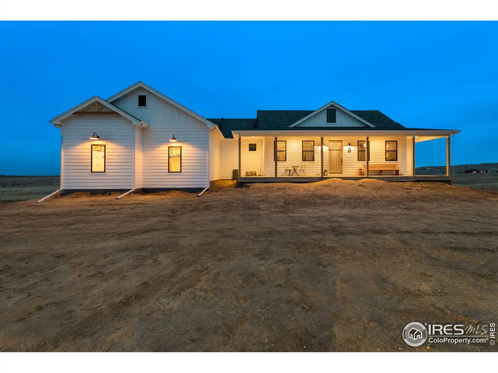 Single Family Homes pour l Vente à 52026 County Road 21 Nunn, Colorado 80648 États-Unis