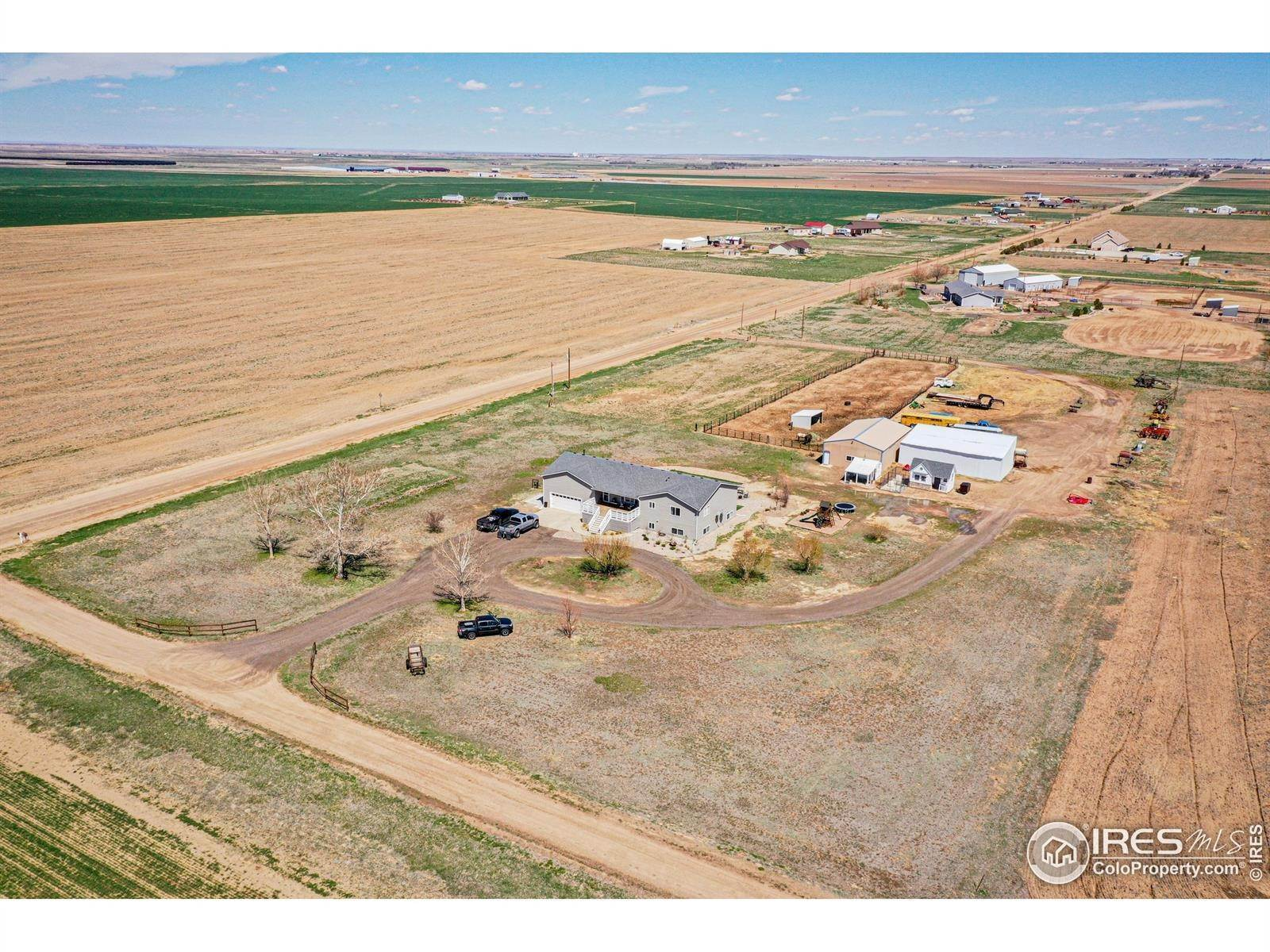 Single Family Homes pour l Vente à 31142 County Road 18 Keenesburg, Colorado 80643 États-Unis