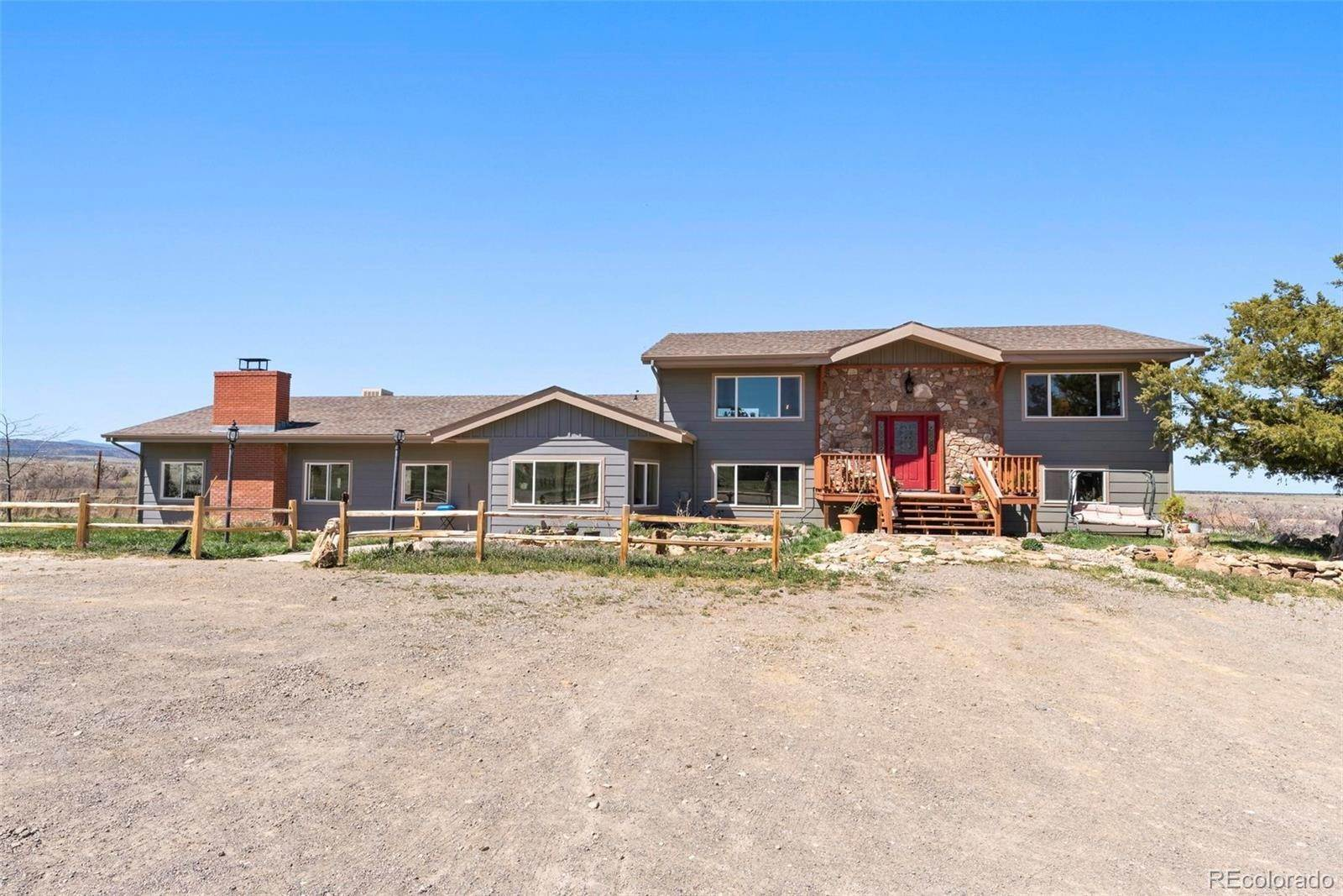 Single Family Homes pour l Vente à 4231 W Colorado Boulevard Colorado City, Colorado 81019 États-Unis