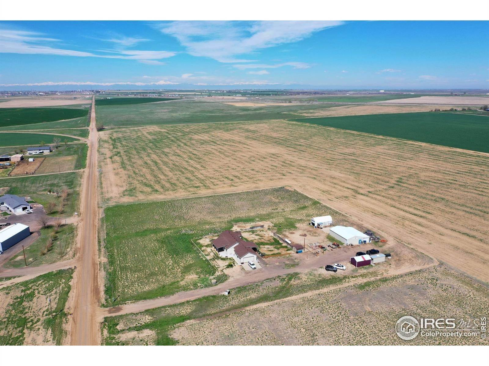 Single Family Homes pour l Vente à 31389 County Road 18 Keenesburg, Colorado 80643 États-Unis