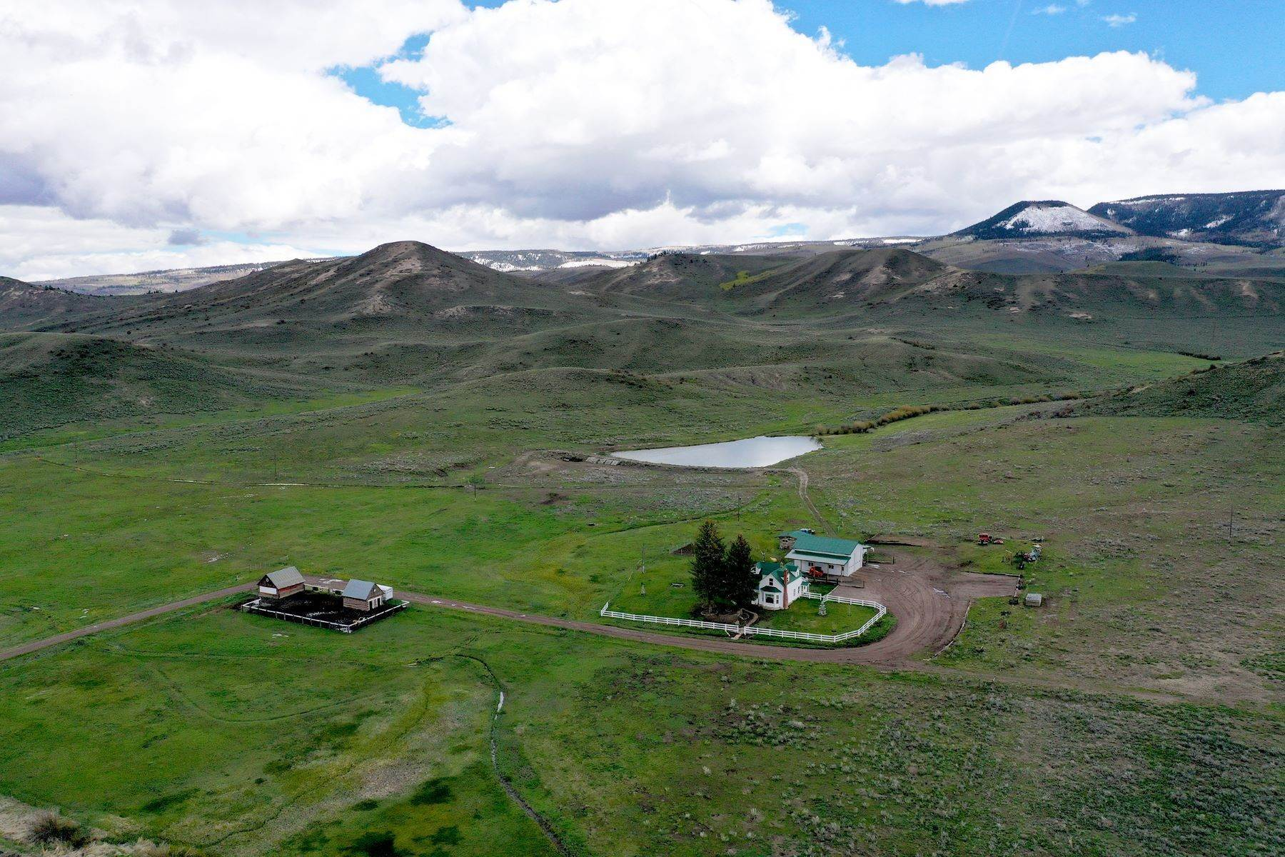 36. Farm and Ranch Properties pour l Vente à White Hawk Ranch 13400 HWY 131 Yampa, Colorado 80483 États-Unis