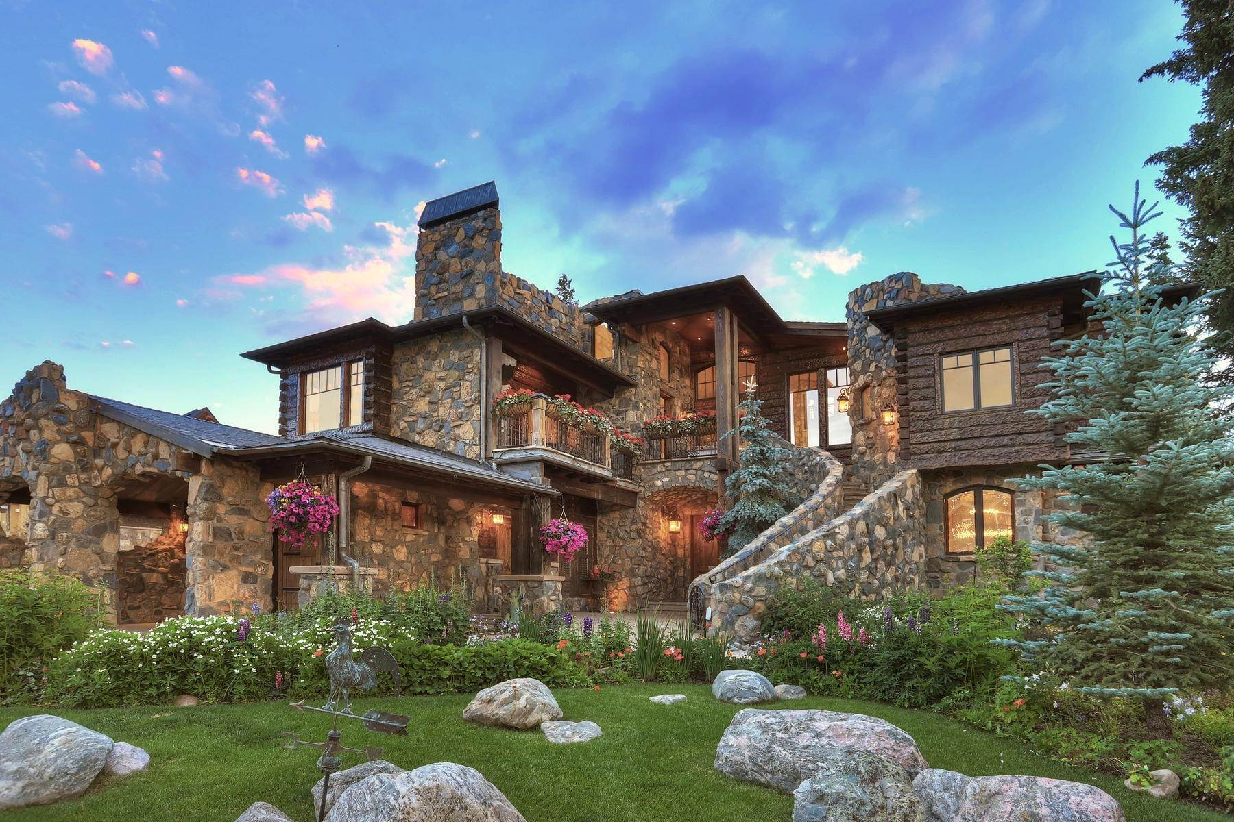 Single Family Homes pour l Vente à Castle on The Blue 165 River Park Drive Breckenridge, Colorado 80424 États-Unis