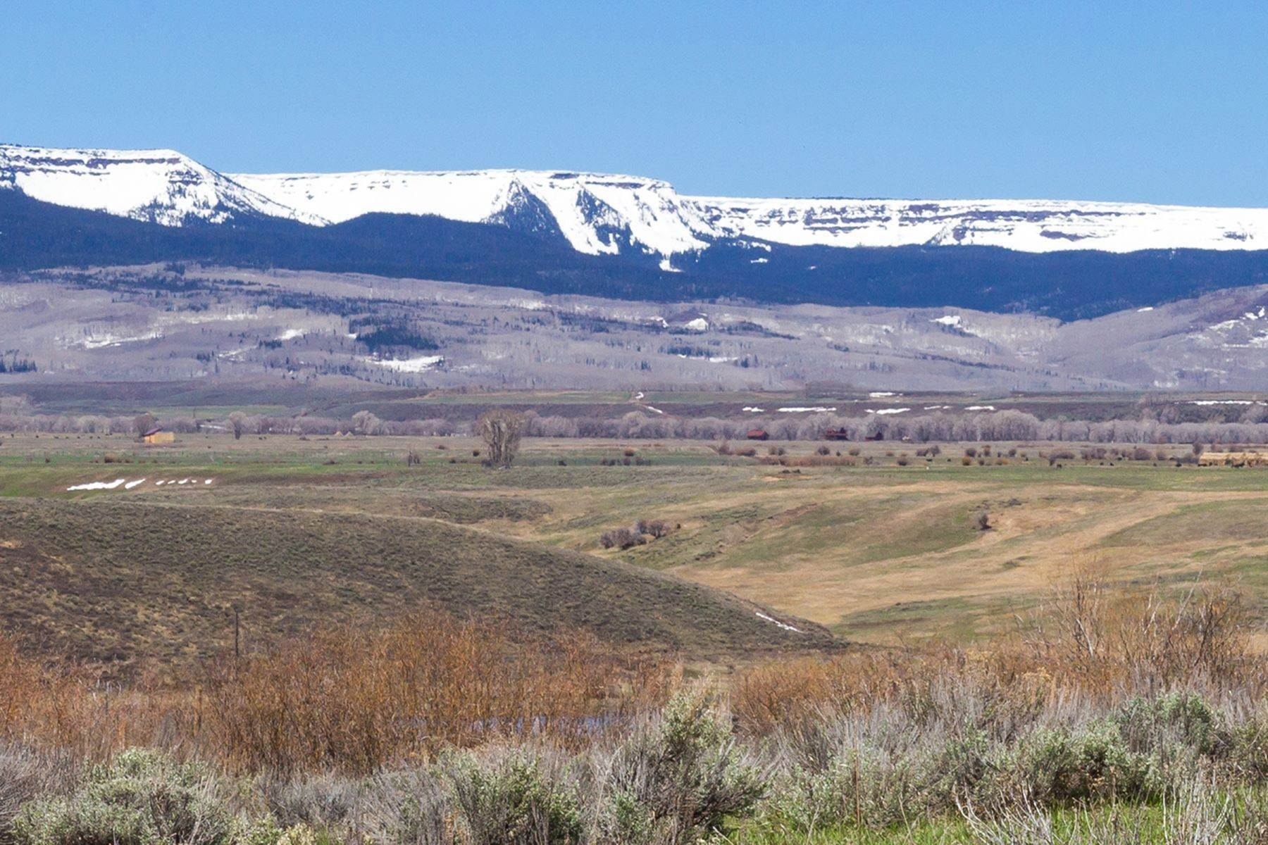 28. Farm and Ranch Properties pour l Vente à White Hawk Ranch 13400 HWY 131 Yampa, Colorado 80483 États-Unis