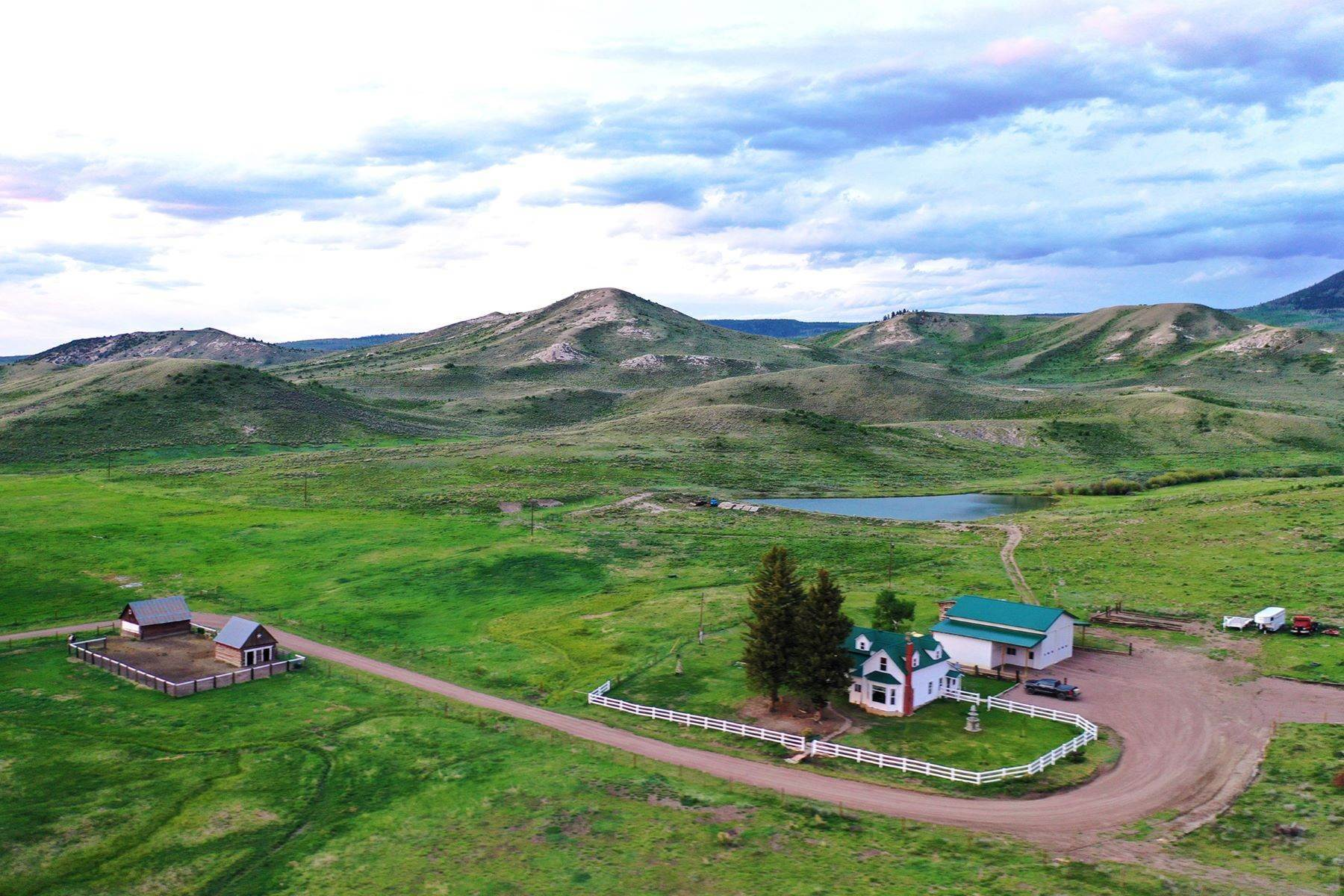 Farm and Ranch Properties pour l Vente à White Hawk Ranch 13400 HWY 131 Yampa, Colorado 80483 États-Unis