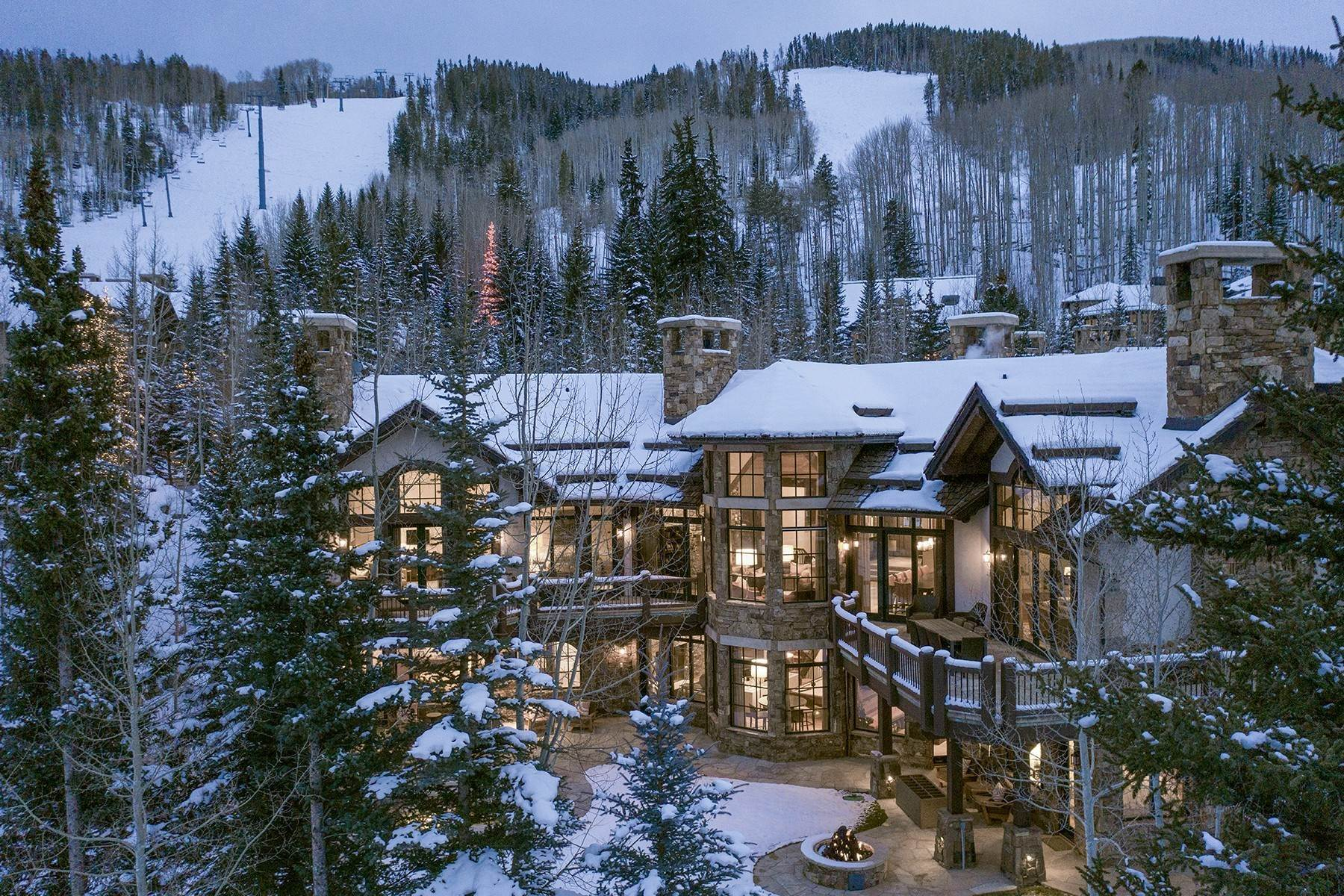 Single Family Homes por un Venta en Coveted Ski-In/Ski-Out in Vail 615 Forest Place Vail, Colorado 81657 Estados Unidos