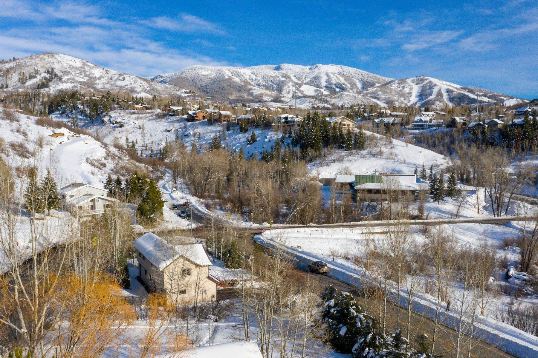 30. Single Family Homes for Sale at Ideal Steamboat Home 74 E Maple Street Steamboat Springs, Colorado 80487 United States