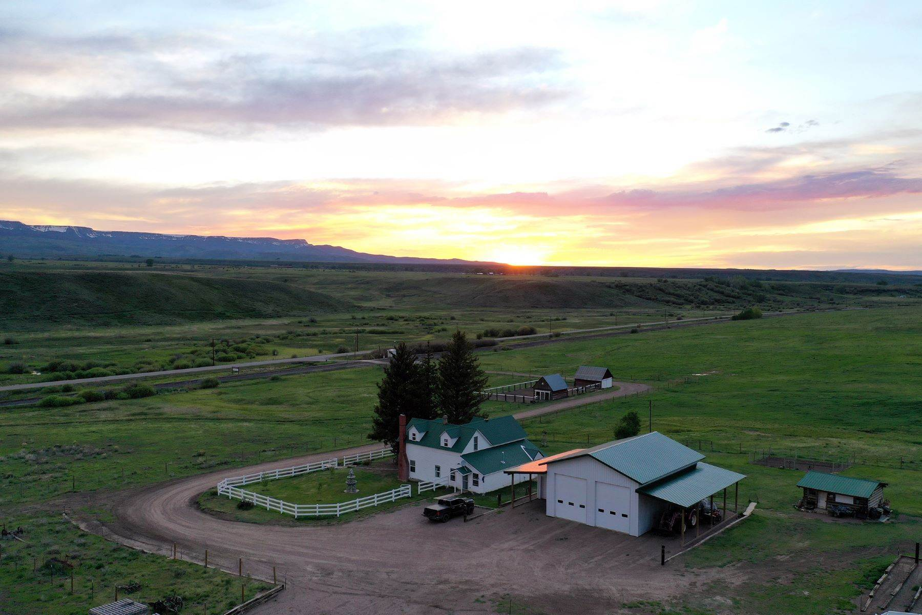 3. Farm and Ranch Properties pour l Vente à White Hawk Ranch 13400 HWY 131 Yampa, Colorado 80483 États-Unis