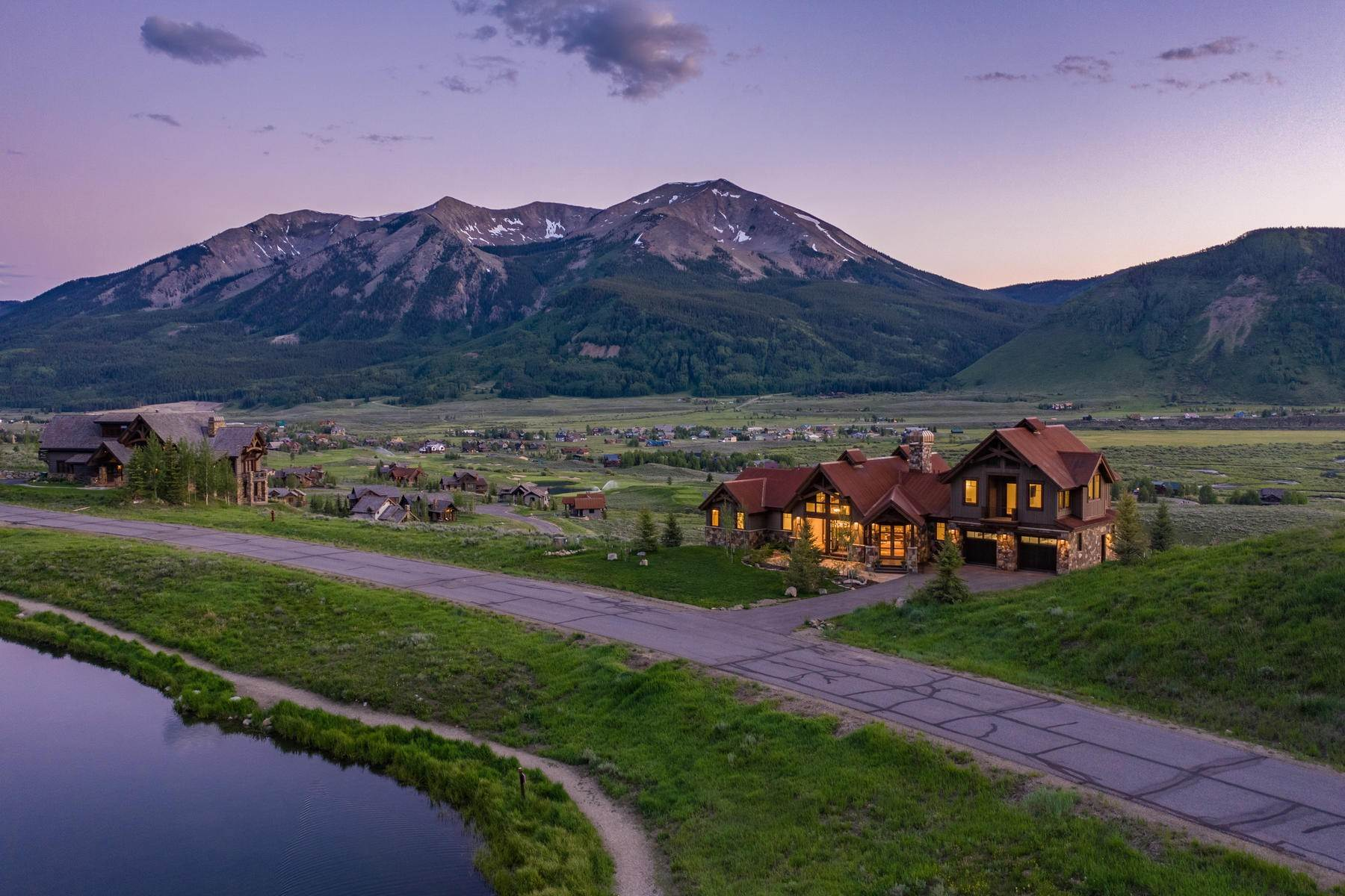 Single Family Homes pour l Vente à VISUAL BOUNTY NEAR THE CLUB AT CRESTED BUTTE 1025 Skyland Drive Crested Butte, Colorado 81224 États-Unis