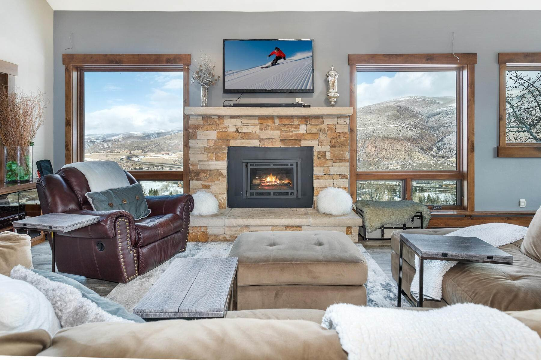 Duplex Homes 为 销售 在 Incredible western views of the Vail valley 946 Eagle Drive #E 雅芳, 科罗拉多州 81620 美国
