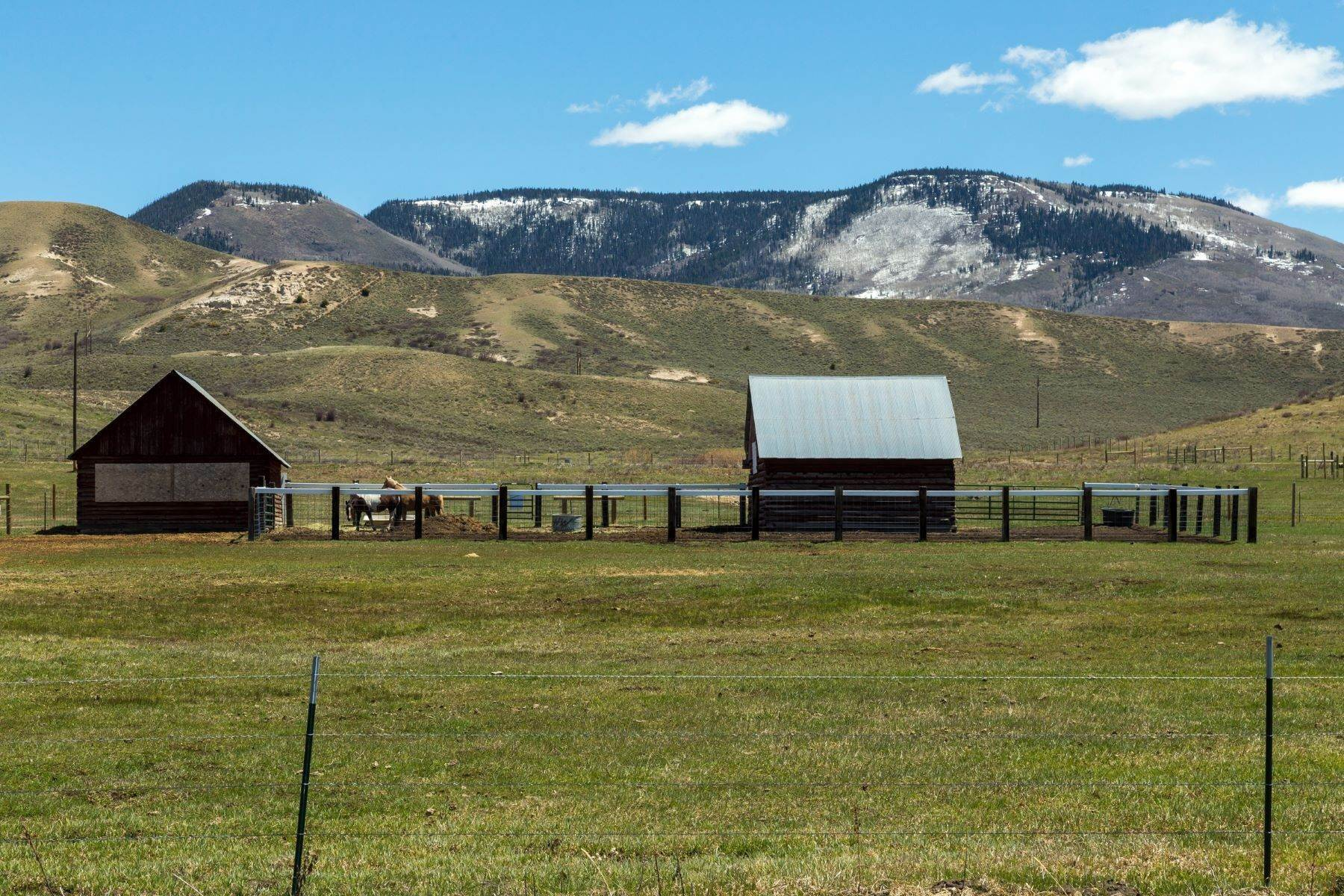 4. Farm and Ranch Properties pour l Vente à White Hawk Ranch 13400 HWY 131 Yampa, Colorado 80483 États-Unis