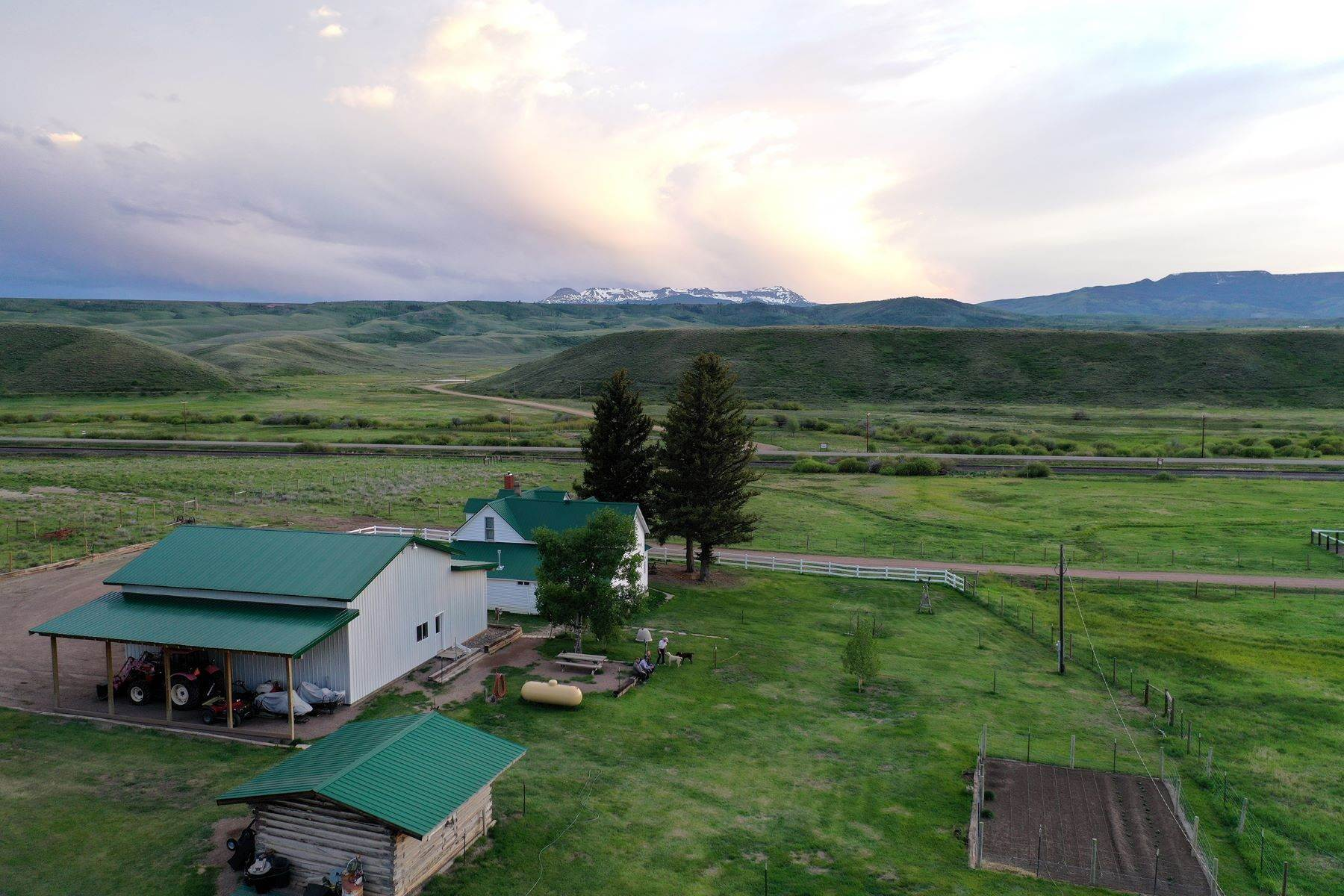 41. Farm and Ranch Properties pour l Vente à White Hawk Ranch 13400 HWY 131 Yampa, Colorado 80483 États-Unis
