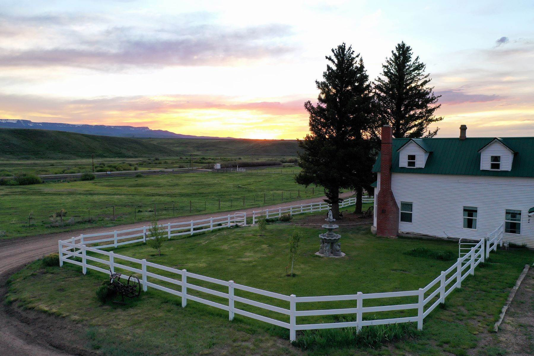 42. Farm and Ranch Properties pour l Vente à White Hawk Ranch 13400 HWY 131 Yampa, Colorado 80483 États-Unis