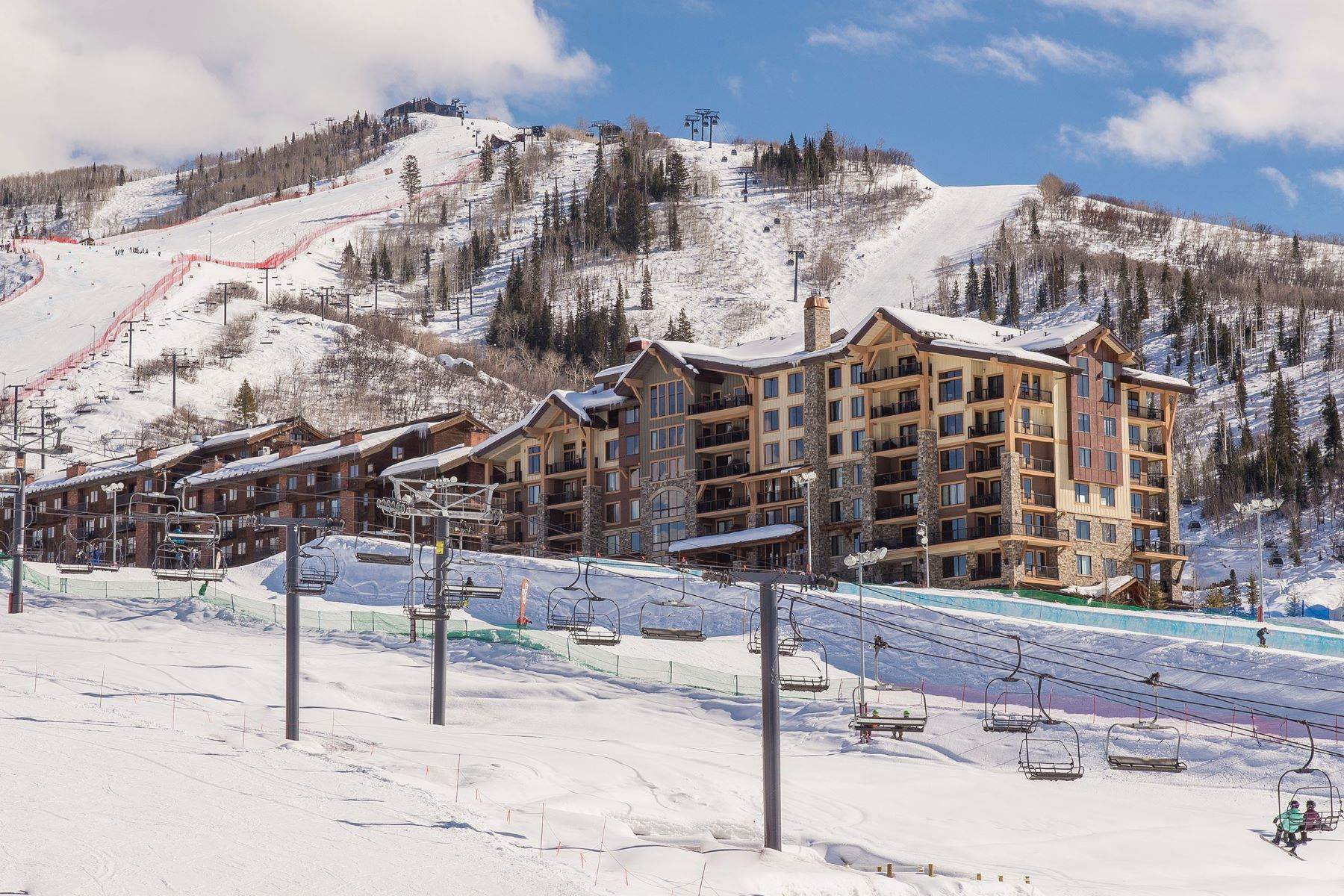 Condominiums por un Venta en Slopeside Luxury at Edgemont 2410 Ski Trail Lane Unit #2407 Steamboat Springs, Colorado 80487 Estados Unidos