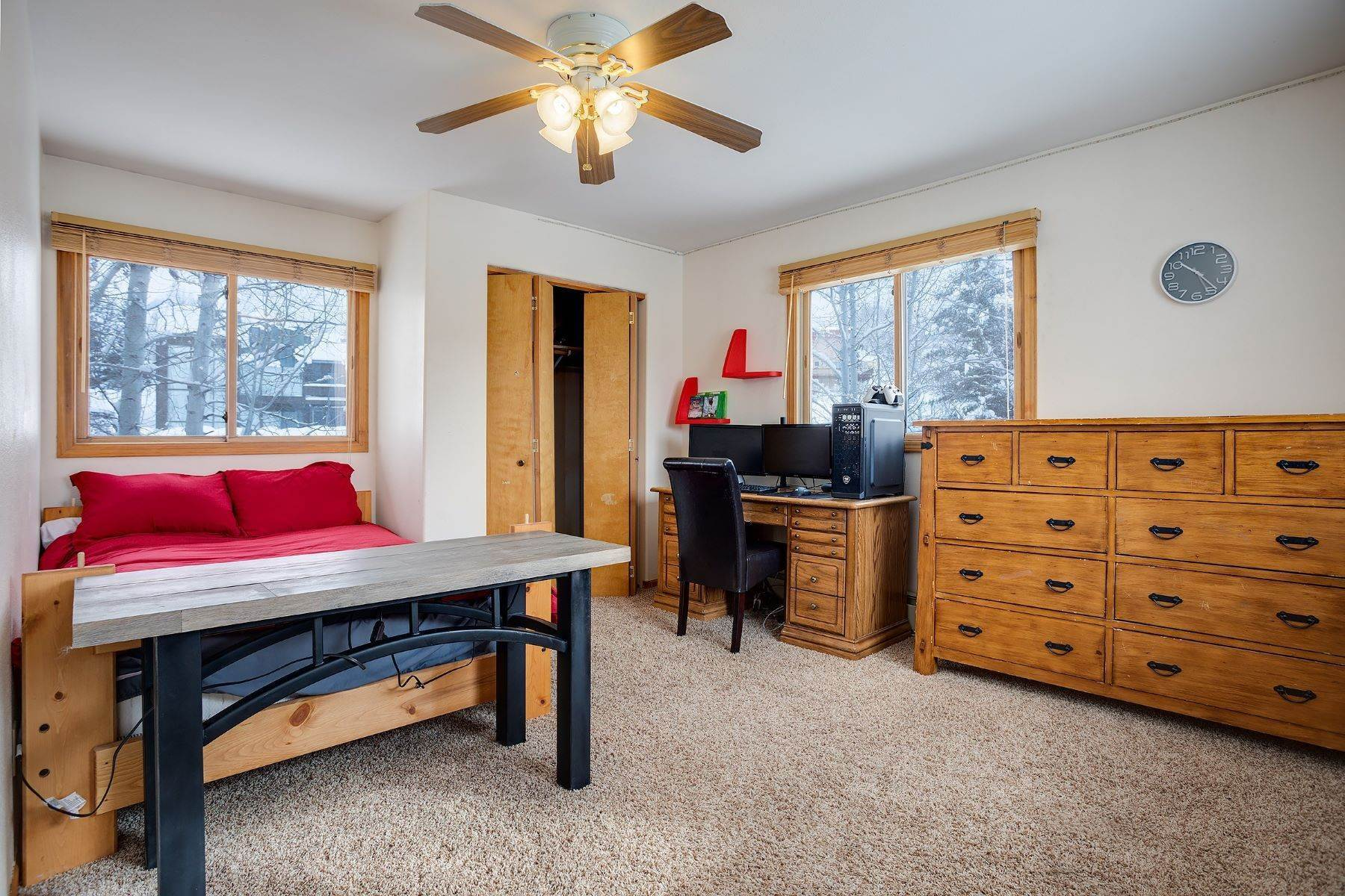 15. Single Family Homes for Sale at Ideal Steamboat Home 74 E Maple Street Steamboat Springs, Colorado 80487 United States
