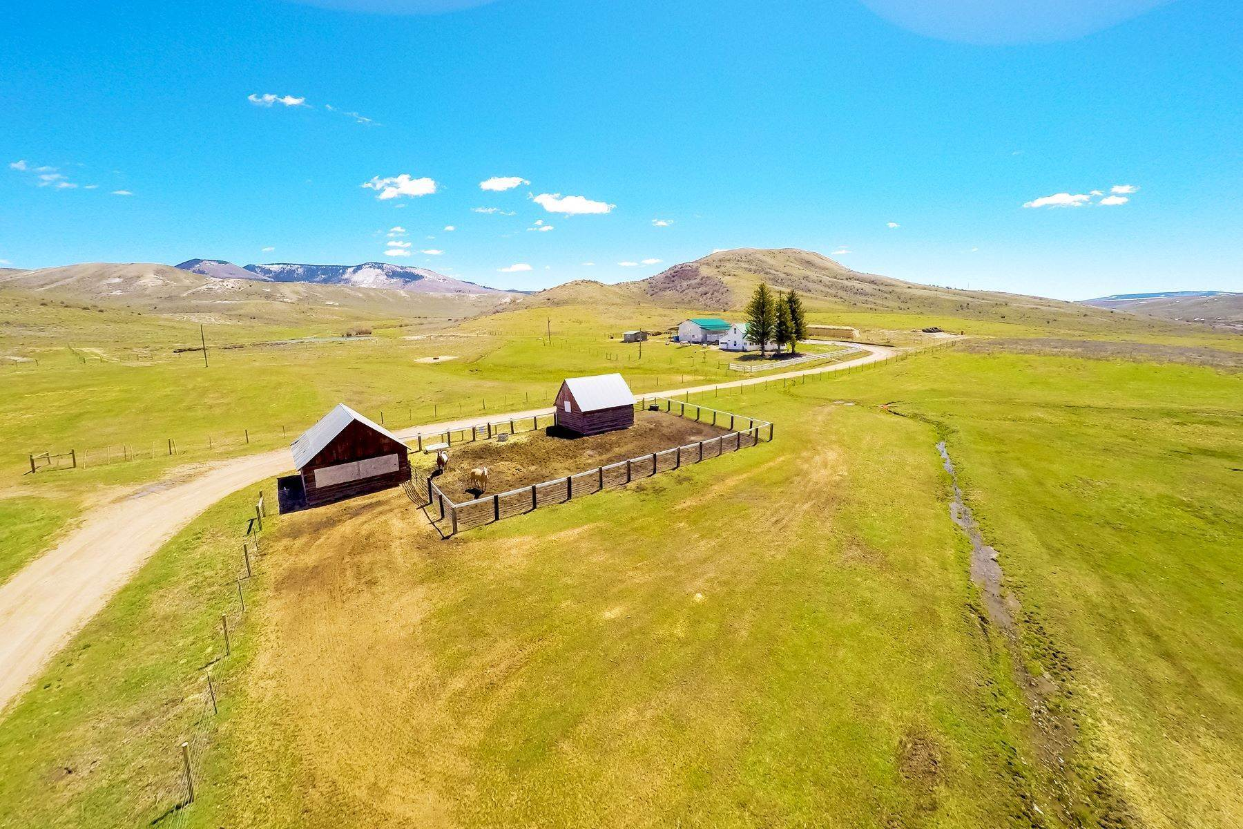 37. Farm and Ranch Properties pour l Vente à White Hawk Ranch 13400 HWY 131 Yampa, Colorado 80483 États-Unis