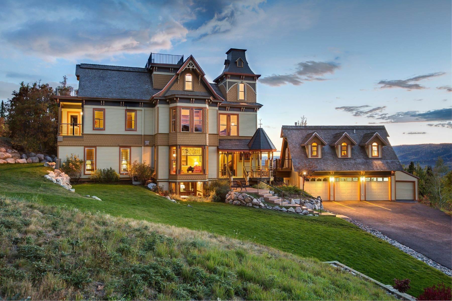 Single Family Homes por un Venta en The Victorian under the Gondola 2405 Ski Trail Lane Steamboat Springs, Colorado 80487 Estados Unidos