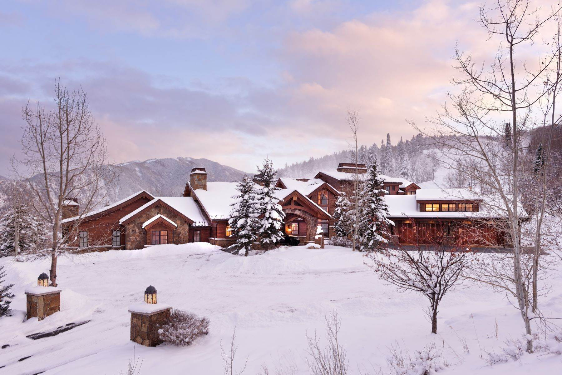 40. Single Family Homes for Sale at Talk About Ski-In/Ski-Out! 220 Buttermilk Lane Aspen, Colorado 81611 United States