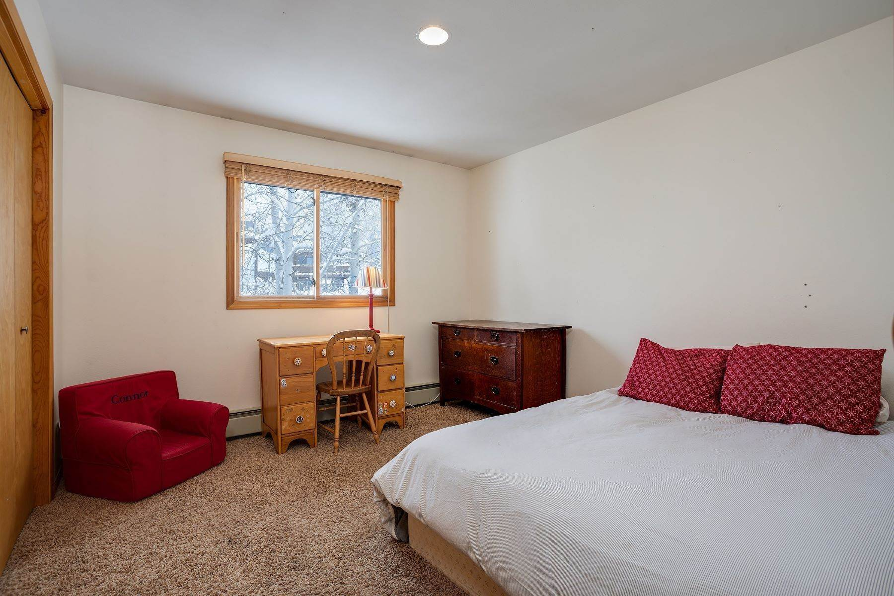 14. Single Family Homes for Sale at Ideal Steamboat Home 74 E Maple Street Steamboat Springs, Colorado 80487 United States