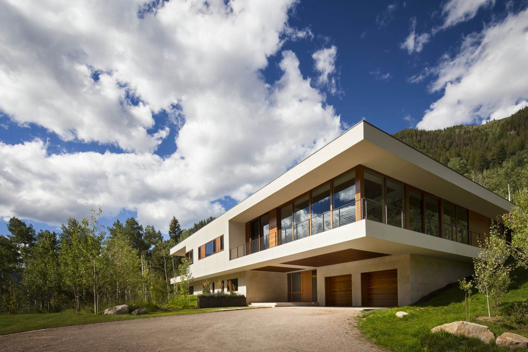 16. Single Family Homes for Sale at Exquisite Modern Sanctuary 8720/8716 Castle Creek Road Aspen, Colorado 81611 United States