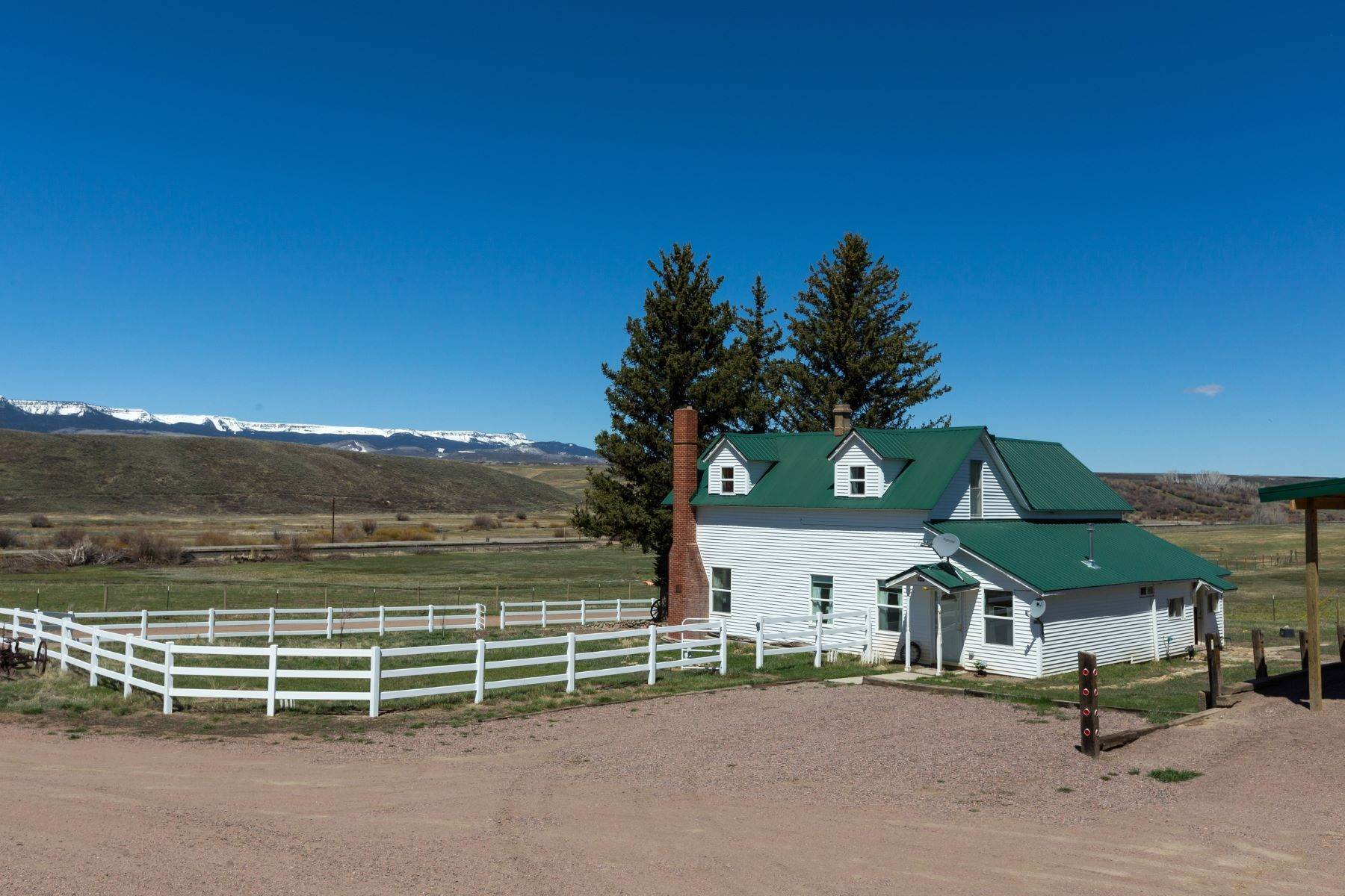 38. Farm and Ranch Properties pour l Vente à White Hawk Ranch 13400 HWY 131 Yampa, Colorado 80483 États-Unis
