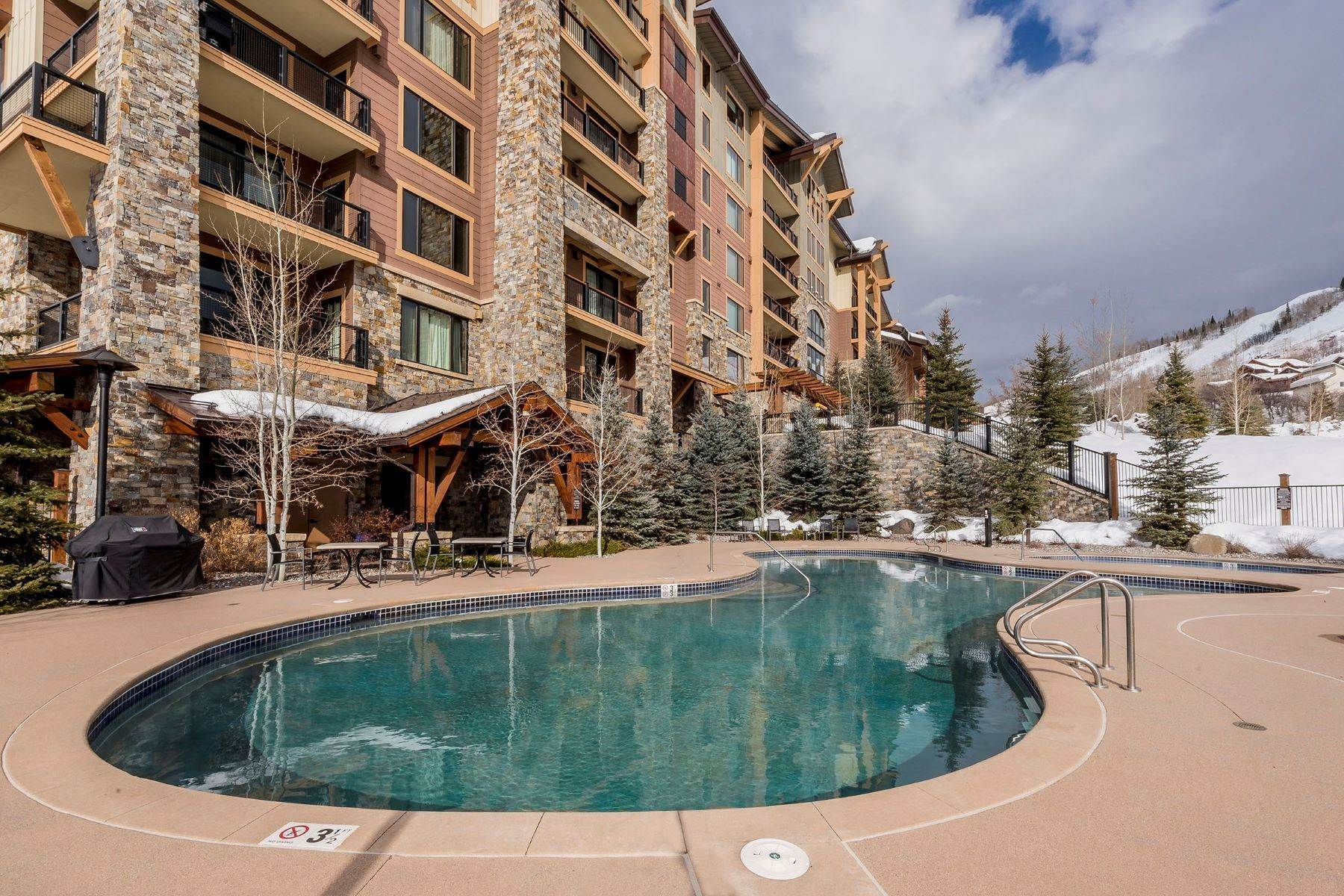 28. Condominiums for Sale at Slopeside Luxury at Edgemont 2410 Ski Trail Lane Unit #2407 Steamboat Springs, Colorado 80487 United States