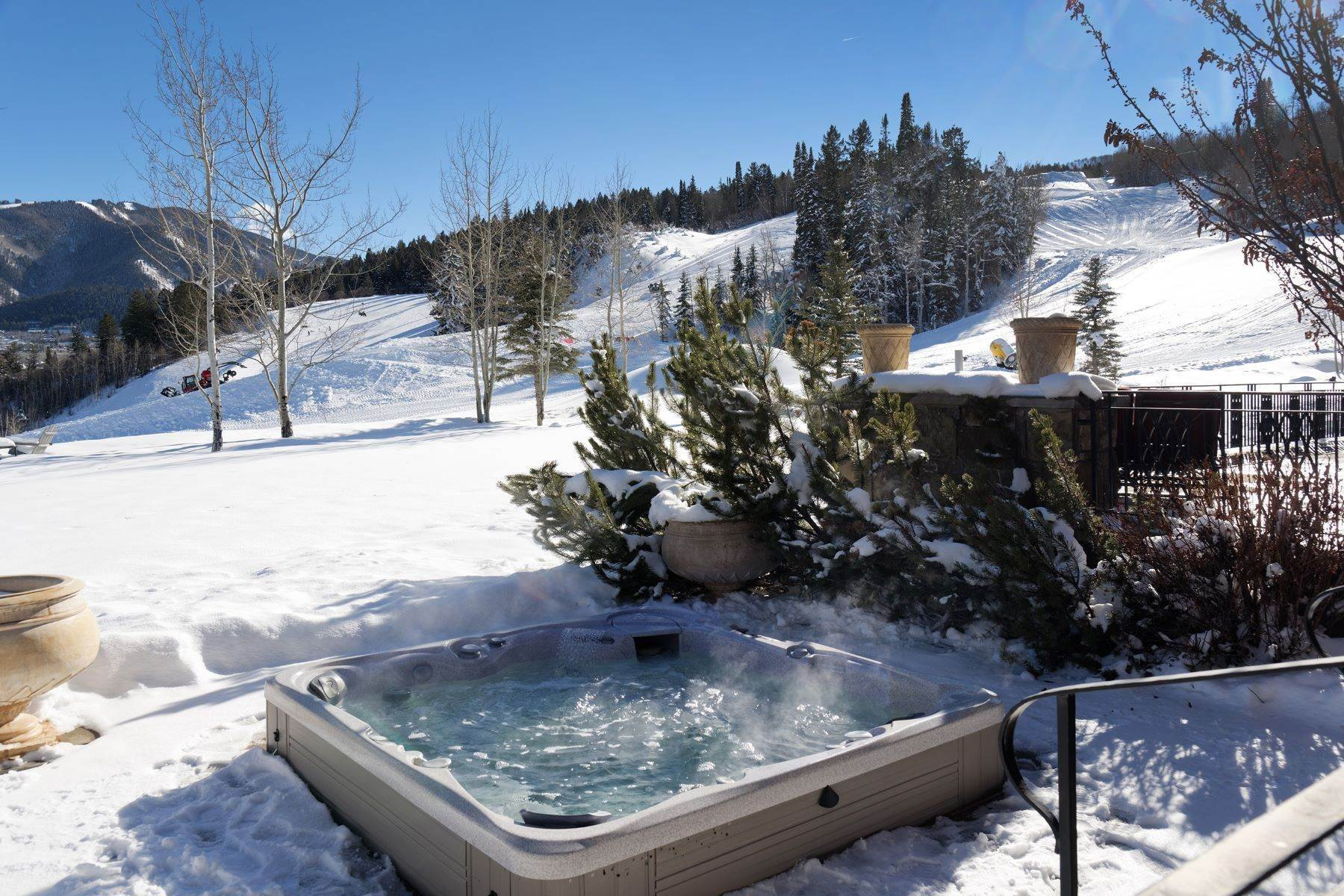 45. Single Family Homes for Sale at Talk About Ski-In/Ski-Out! 220 Buttermilk Lane Aspen, Colorado 81611 United States