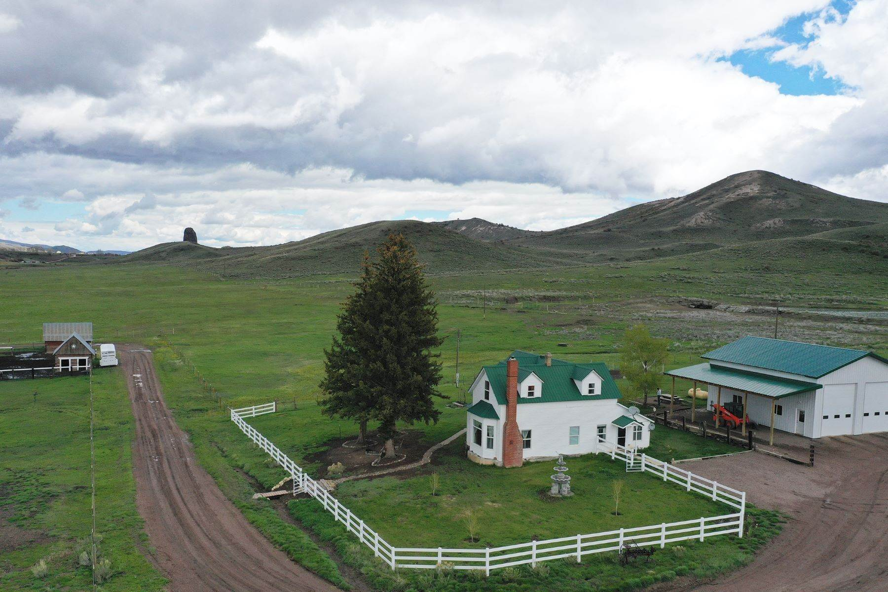 40. Farm and Ranch Properties pour l Vente à White Hawk Ranch 13400 HWY 131 Yampa, Colorado 80483 États-Unis