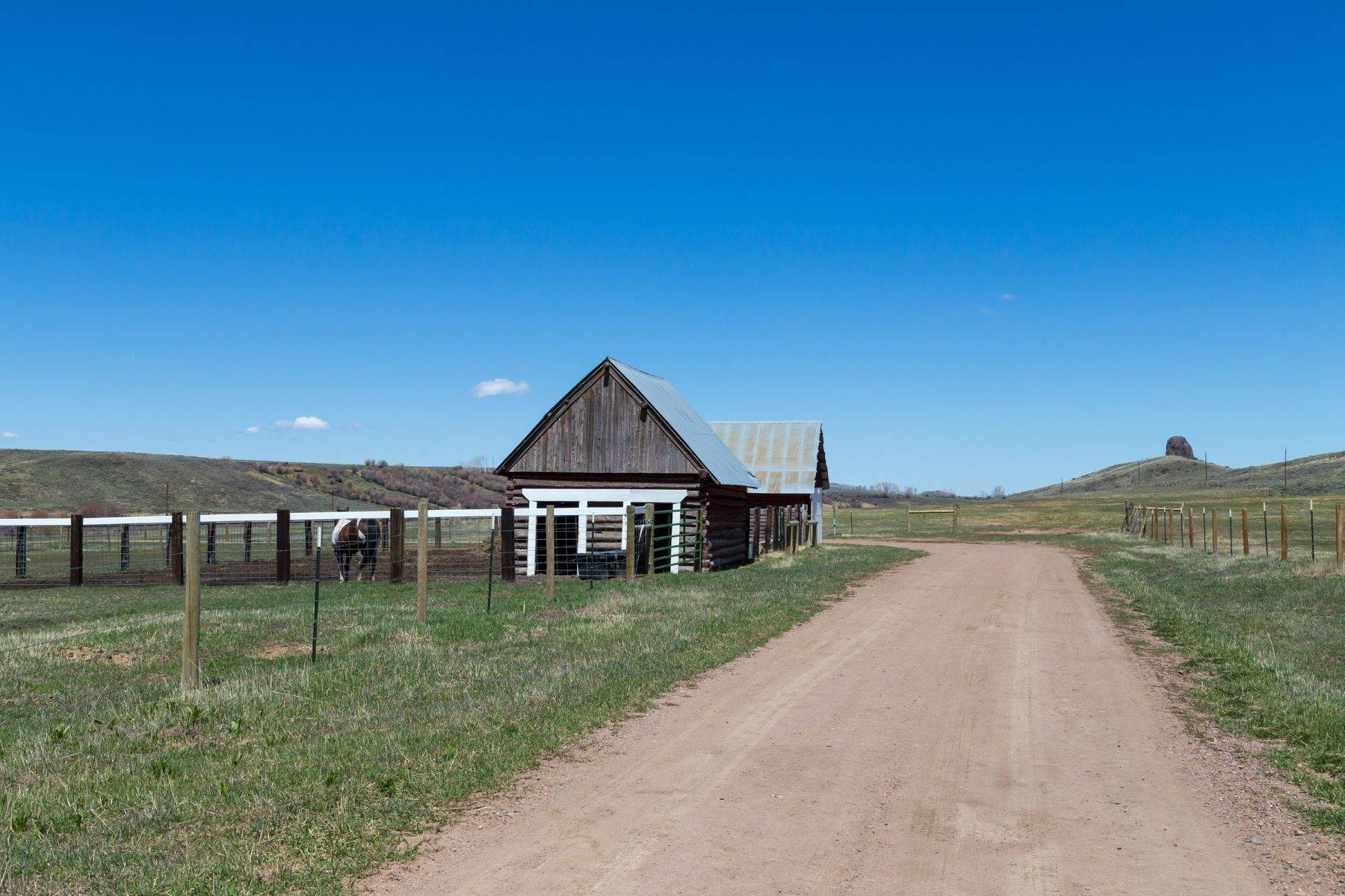 34. Farm and Ranch Properties pour l Vente à White Hawk Ranch 13400 HWY 131 Yampa, Colorado 80483 États-Unis